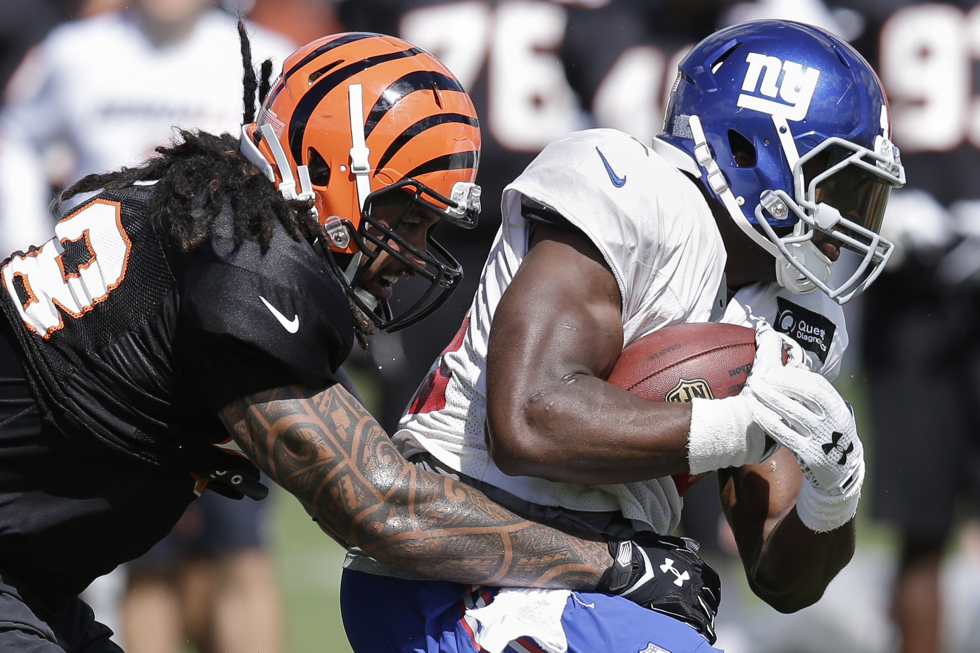 Cincinnati Bengals linebacker Rey Maualuga, left, tries to stop New York Giants running back Andre Williams during a joint NFL football training camp, Wednesday, Aug. 12, 2015, in Cincinnati. (AP Photo/John Minchillo)