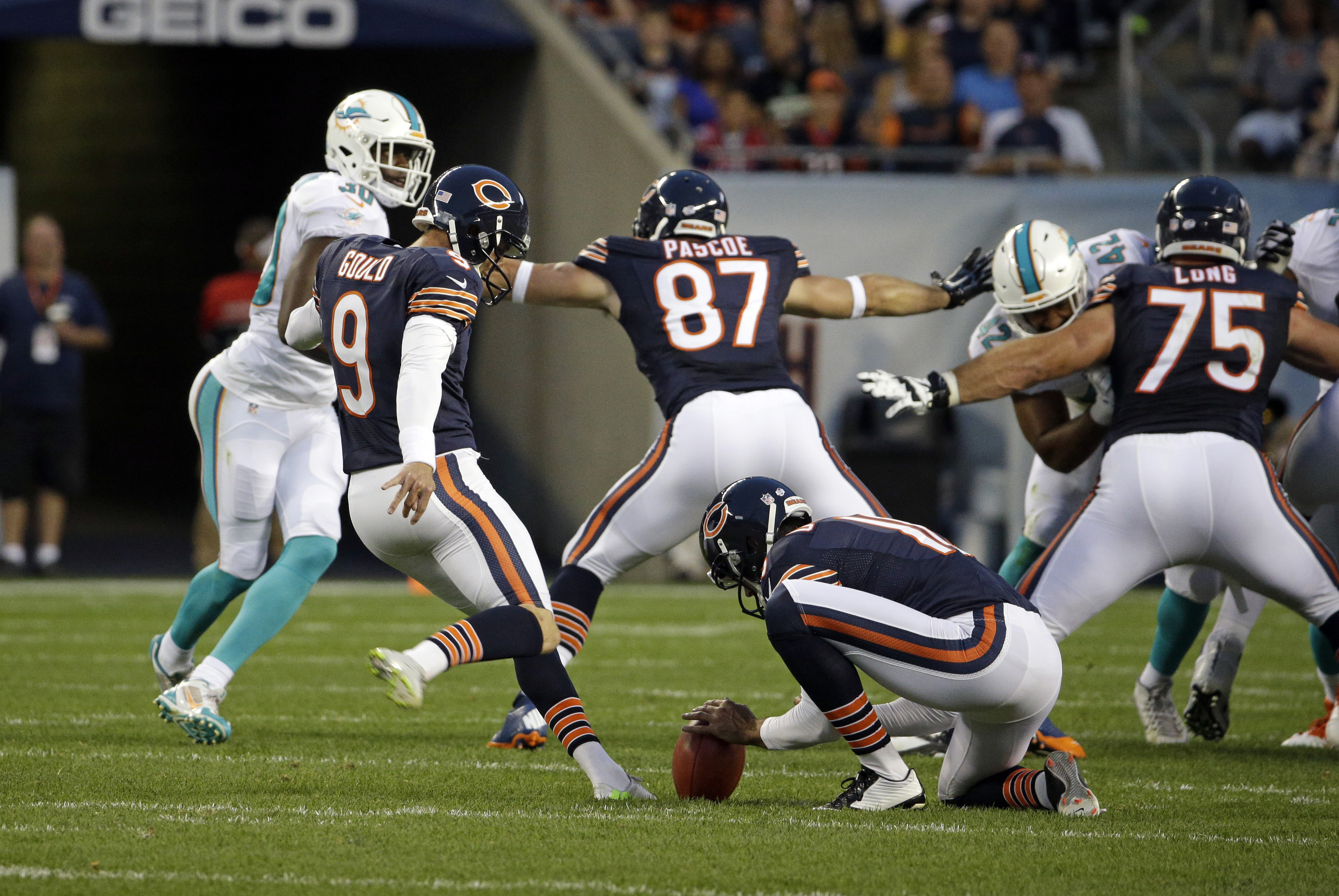 Chicago Bears kicker Robbie Gould (9) kicks a field goal from the hold of punter Pat O'Donnell during the first half of an NFL preseason football game against the Miami Dolphins in Chicago, Thursday, Aug. 13, 2015. (AP Photo/Nam Y. Huh)