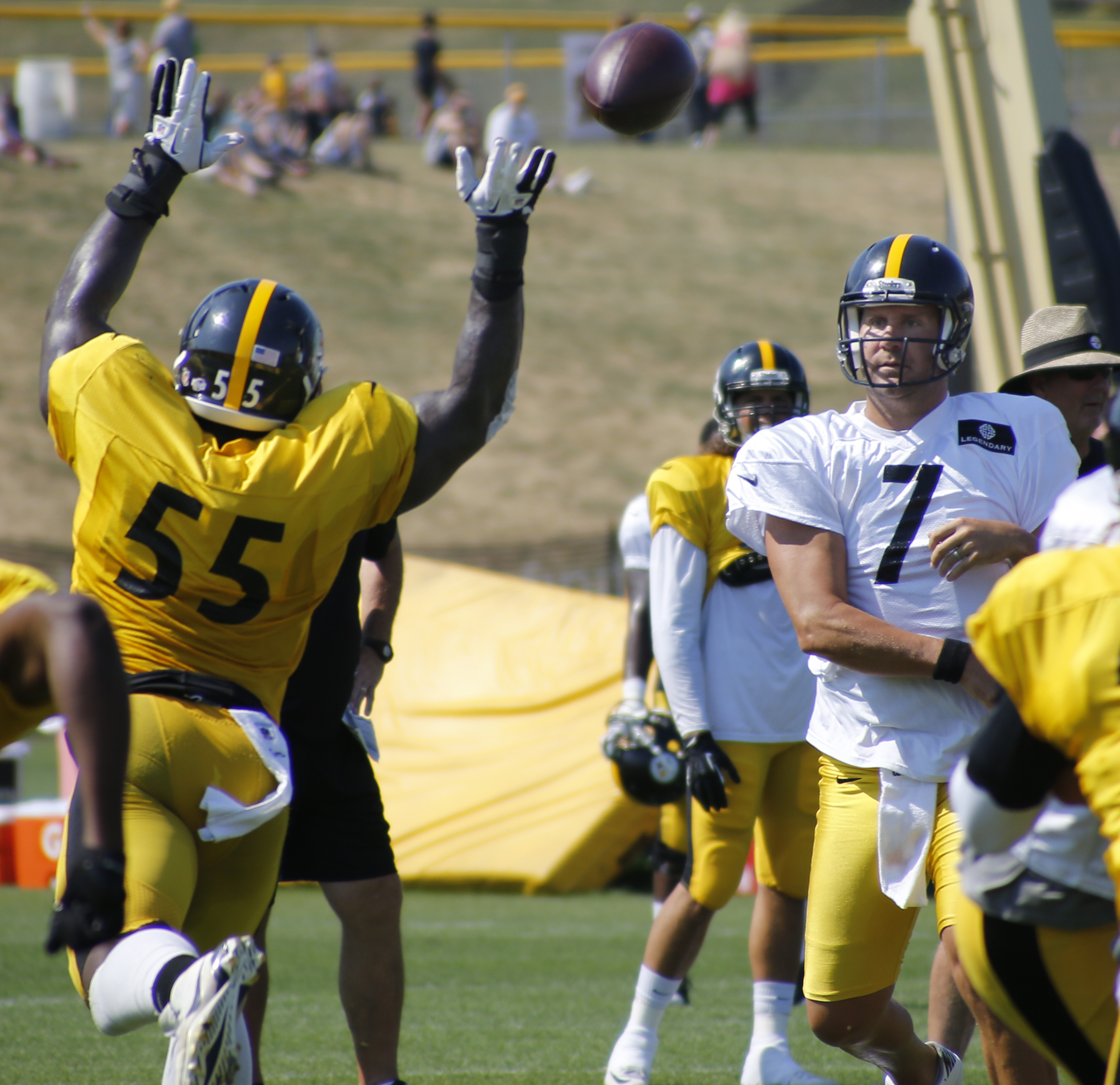 Pittsburgh Steelers outside linebacker Arthur Moats (55) puts pressure on quarterback Ben Roethlisberger (7) as he passes in a drill during NFL football training camp in Latrobe, Pa., Sunday, Aug. 16, 2015. (AP Photo/Keith Srakocic)