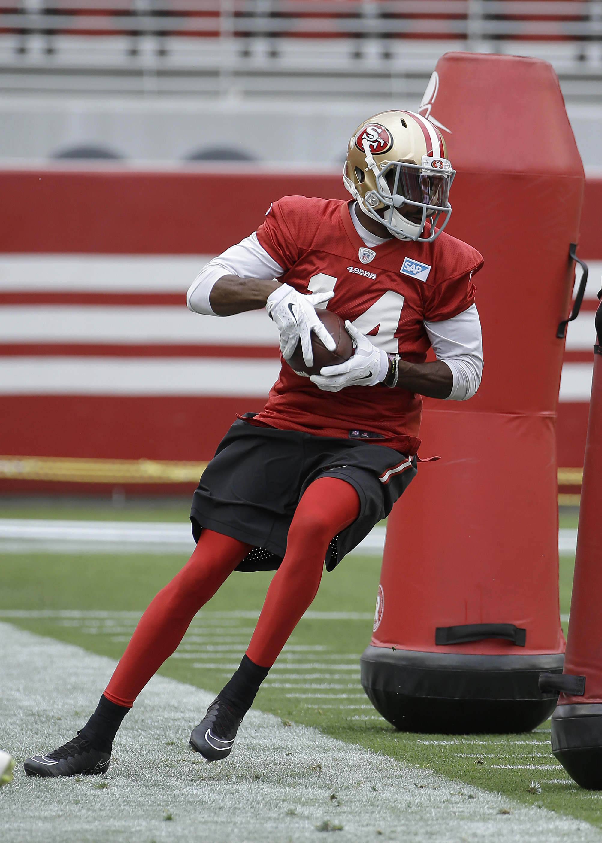 San Francisco 49ers wide receiver Jerome Simpson runs a drill during an NFL football mini-camp in Santa Clara, Calif., Tuesday, June 9, 2015. (AP Photo/Jeff Chiu)