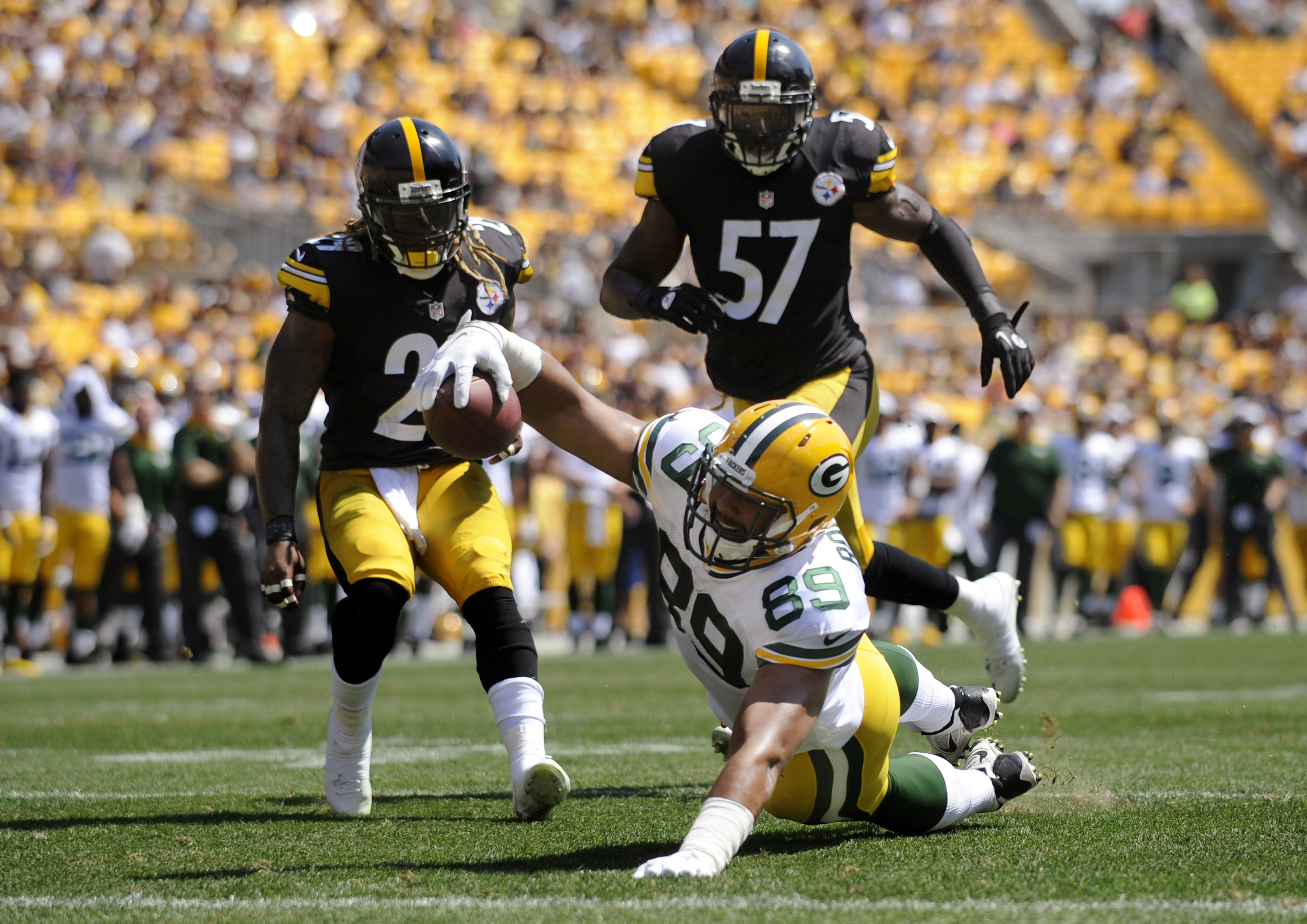 Green Bay Packers tight end Richard Rodgers (89) stretches for the end zone and a touchdown in front of Pittsburgh Steelers inside linebacker Terence Garvin (57) and safety Sharmako Thoms, left, during the second quarter of an NFL preseason football game,