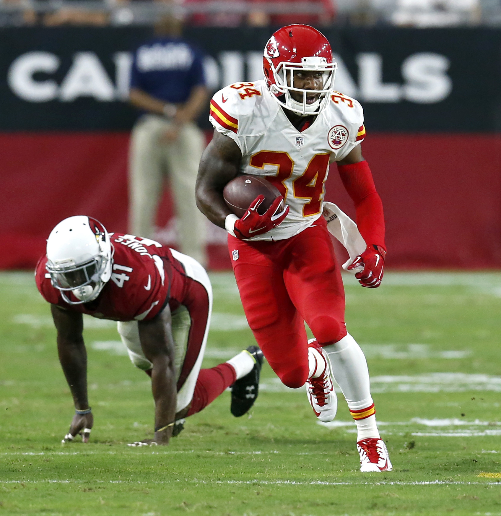 FILE - In this Aug. 15, 2015, file photo, Kansas City Chiefs running back Knile Davis (34) runs against the Arizona Cardinals during the first half of an NFL preseason football game in Glendale, Ariz. The success of Jamaal Charles in the Chiefs offense th