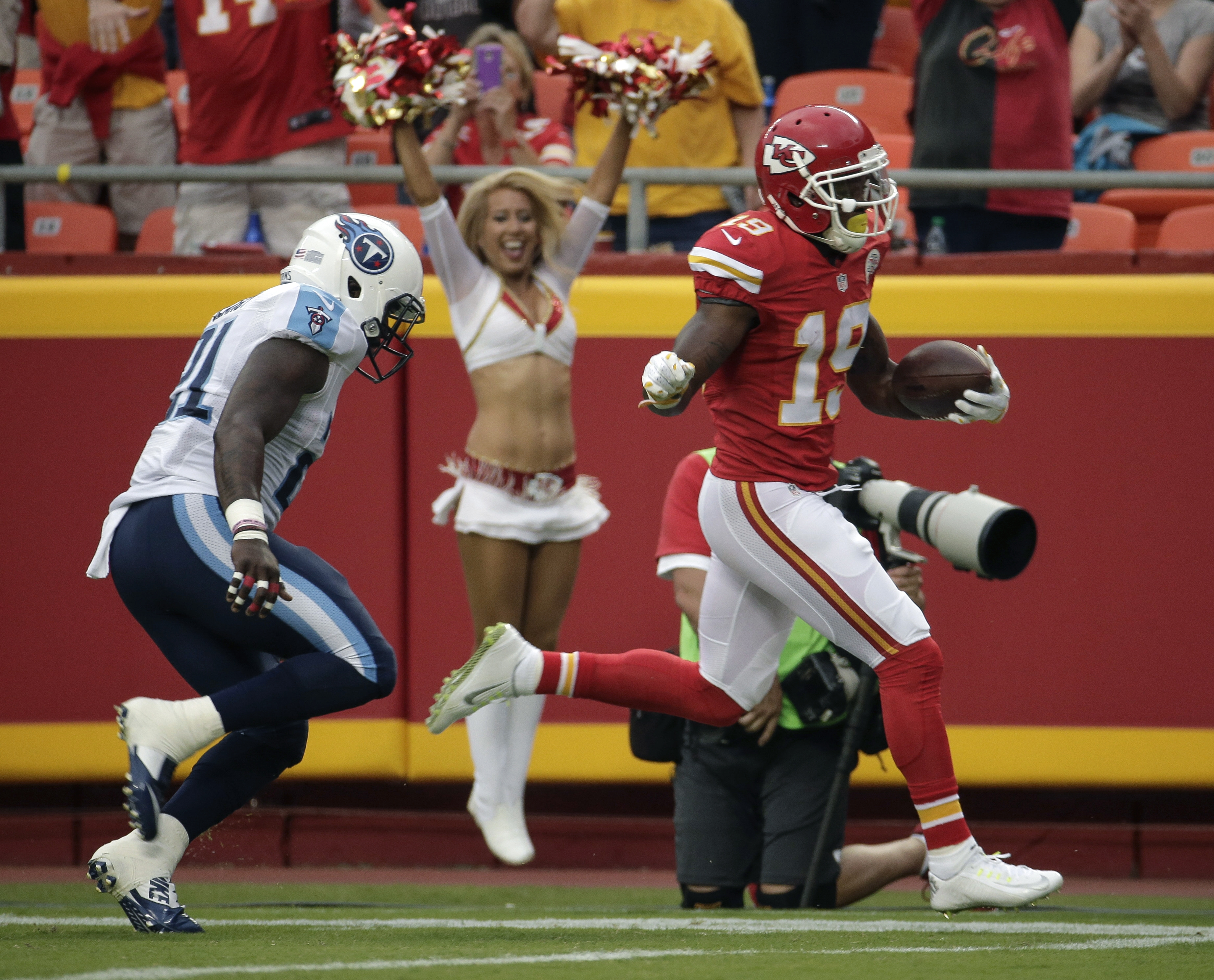Kansas City Chiefs wide receiver Jeremy Maclin (19) scores a touchdown as he is pursued by Tennessee Titans safety Da'Norris Searcy (21) during the first half of a preseason NFL football game at Arrowhead Stadium in Kansas City, Mo., Friday, Aug. 28, 2015
