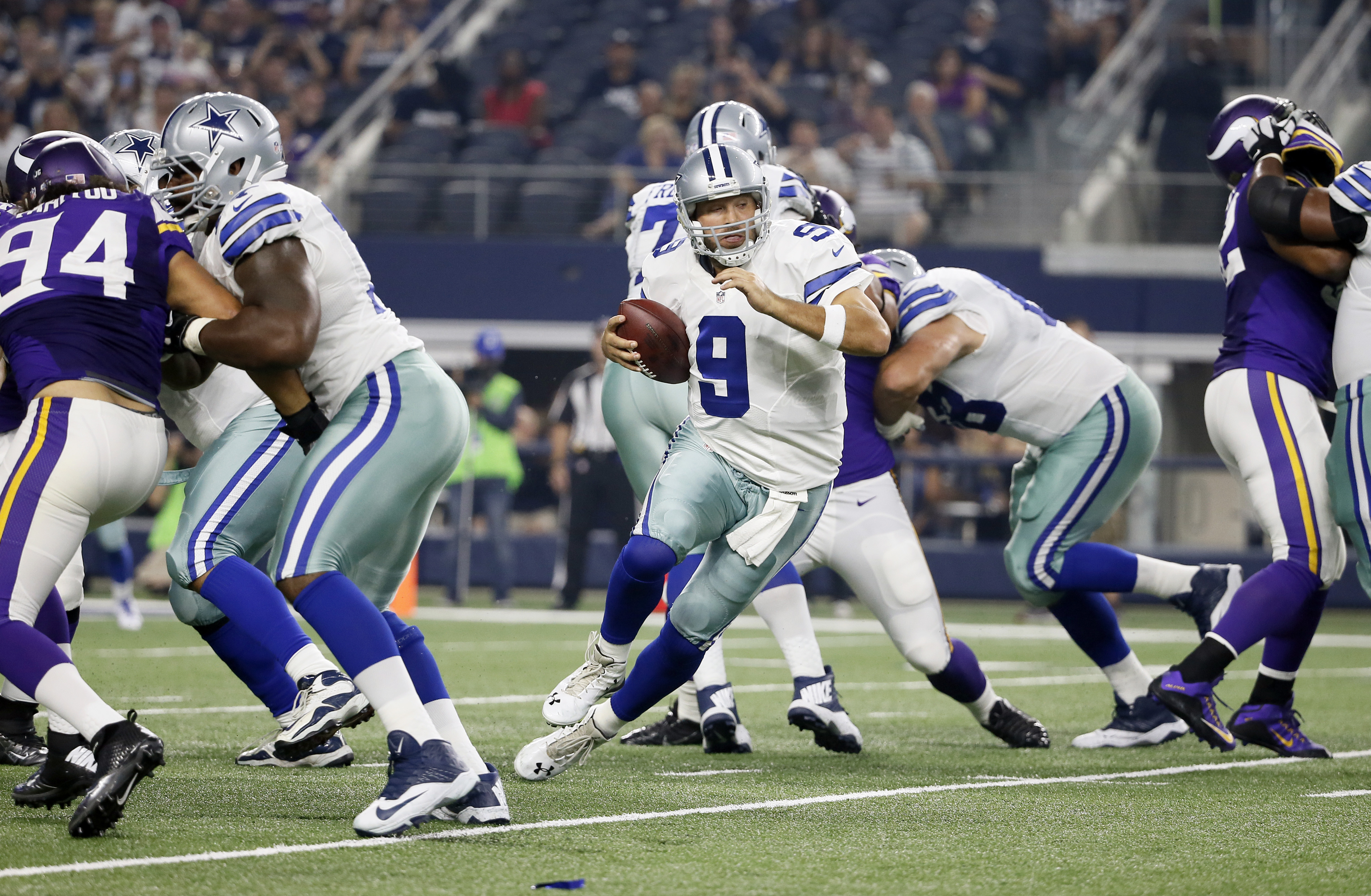 Dallas Cowboys quarterback Tony Romo (9) scrambles in the pocket against the Minnesota Vikings during the first half of a preseason NFL football game Saturday, Aug. 29, 2015, in Arlington, Texas. (AP Photo/Tony Gutierrez)