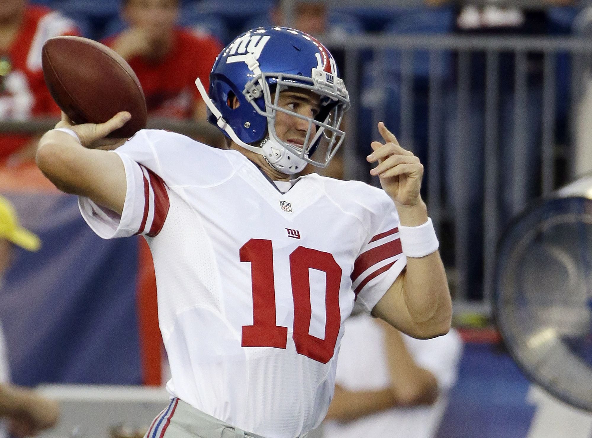 New York Giants quarterback Eli Manning warms up before an NFL preseason football game against the New England Patriots Thursday, Sept. 3, 2015, in Foxborough, Mass. (AP Photo/Stephan Savoia)