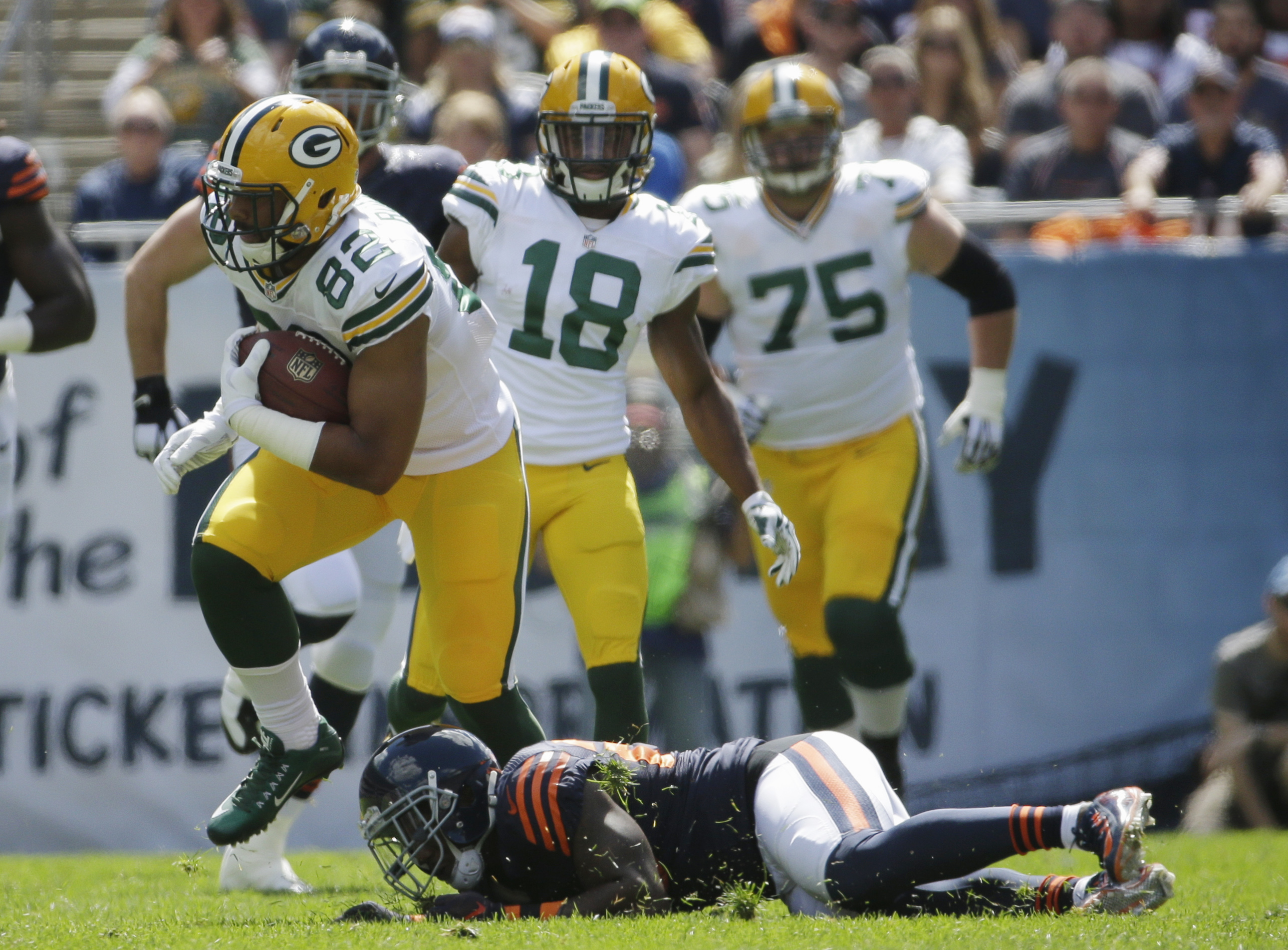 Green Bay Packers tight end Richard Rodgers (82) avoids a tackle by Chicago Bears safety Antrel Rolle (26) during the first half an NFL football game,  Sunday, Sept. 13, 2015, in Chicago. (AP Photo/Nam Y. Huh)