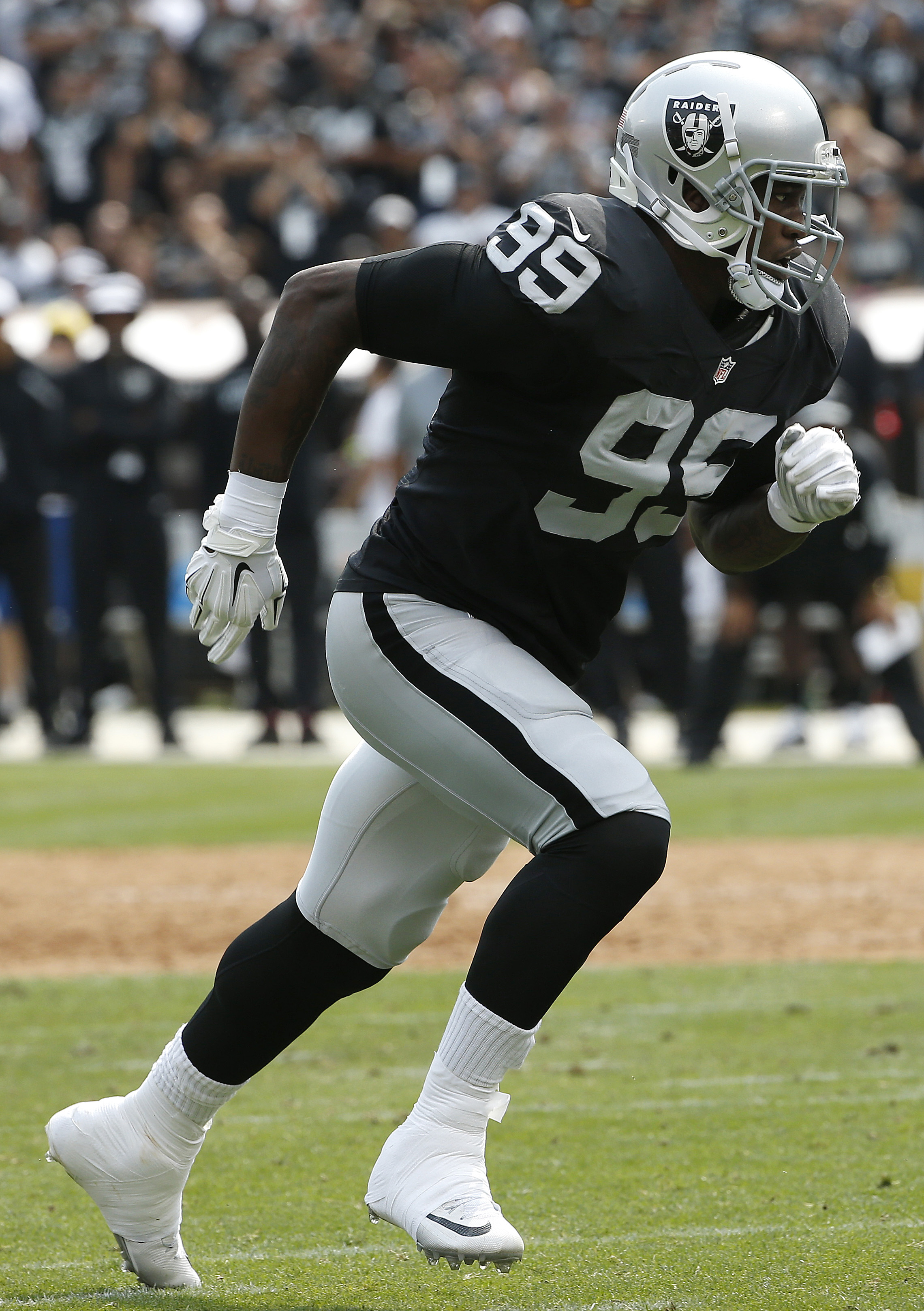 Oakland Raiders linebacker Aldon Smith (99) runs toward the line of scrimmage during the first half of an NFL football game against the Cincinnati Bengals in Oakland, Calif., Sunday, Sept. 13, 2015. (AP Photo/Tony Avelar)