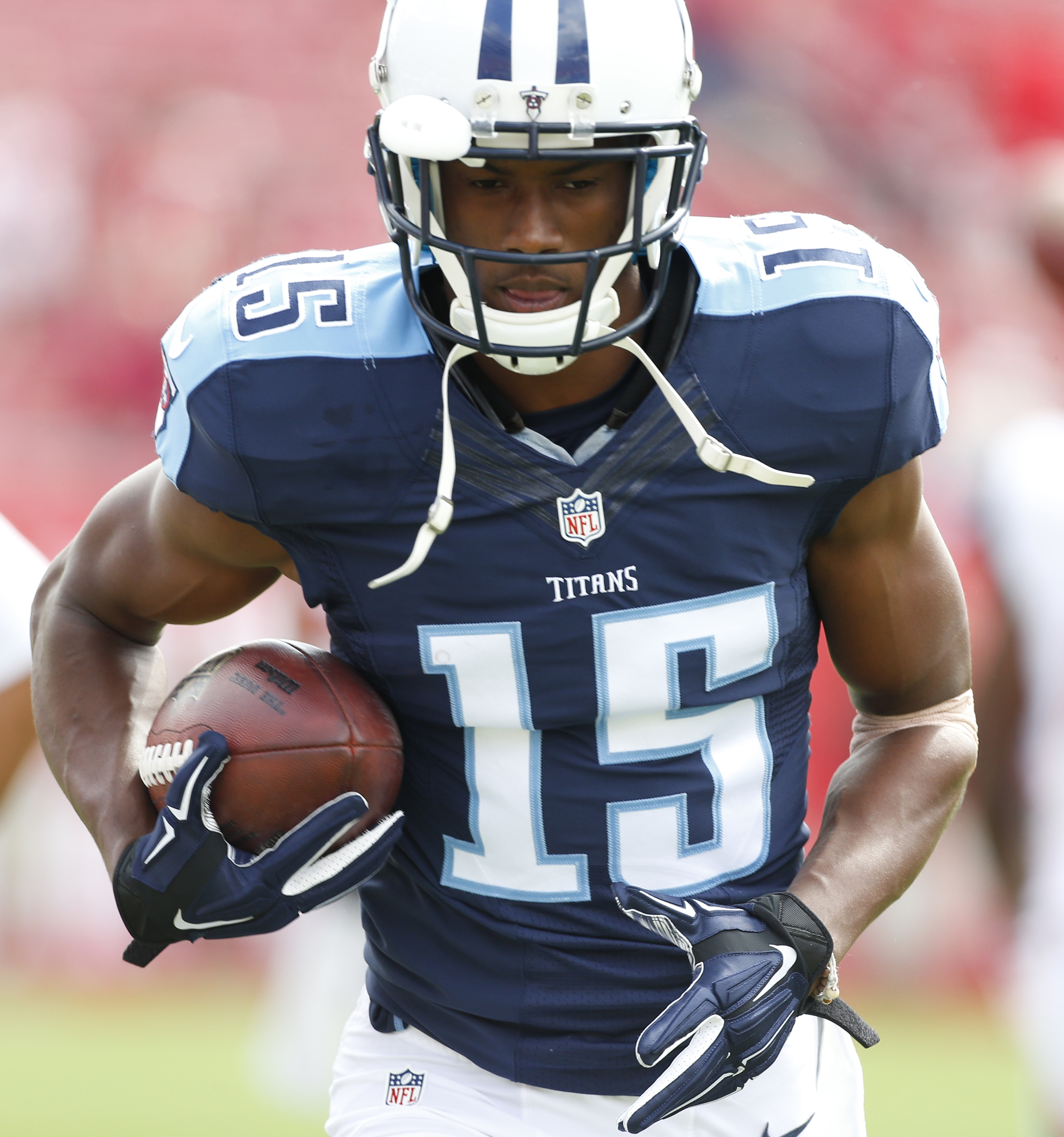 Tennessee Titans wide receiver Justin Hunter (15) warms up before an NFL football game against the Tampa Bay Buccaneers, Sunday, Sept. 13, 2015, in Tampa, Fla. (AP Photo/Brian Blanco)