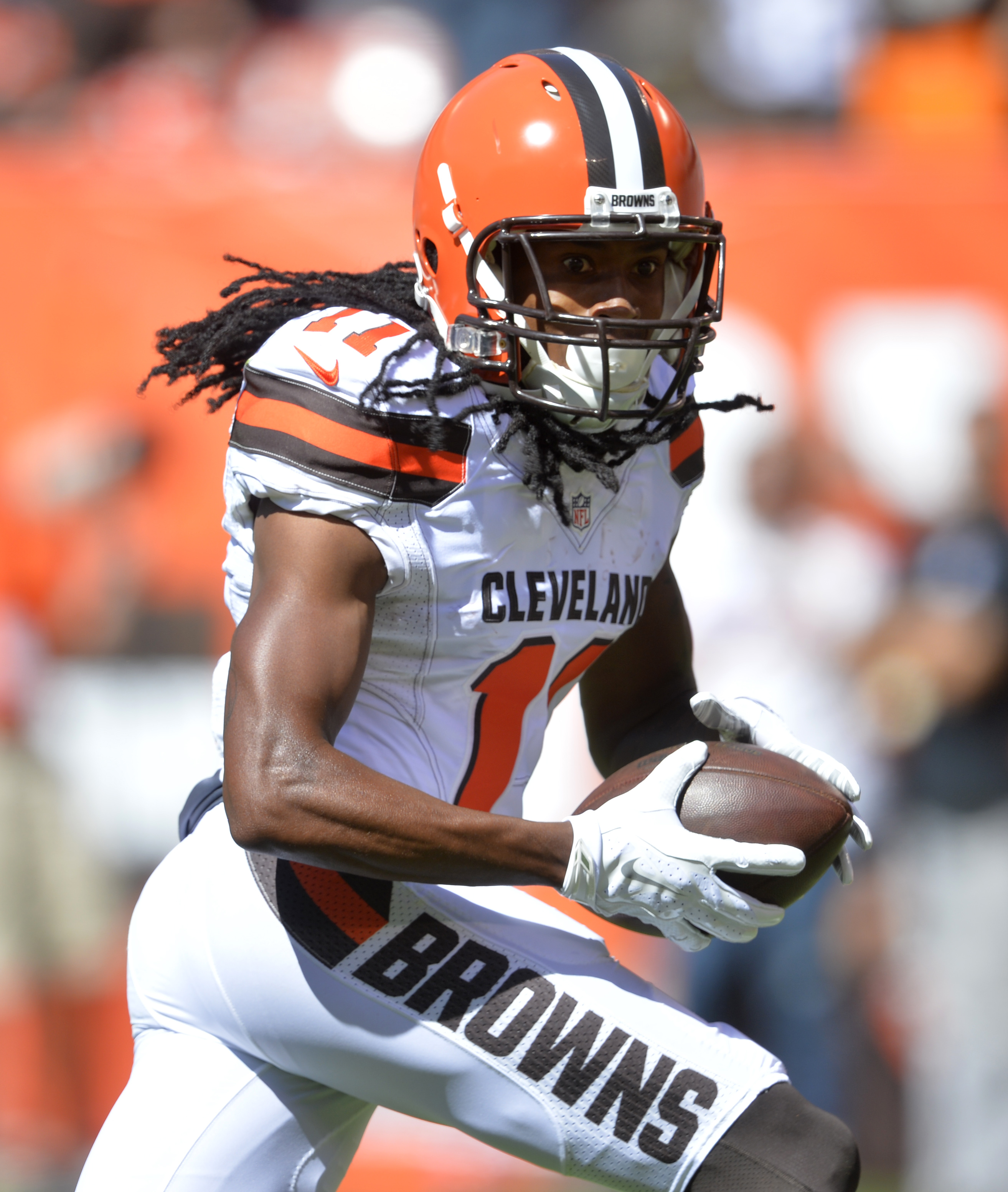 Cleveland Browns wide receiver Travis Benjamin runs for a 60-yard touchdown against the Tennessee Titans during the first half of an NFL football game Sunday, Sept. 20, 2015, in Cleveland. (AP Photo/David Richard)