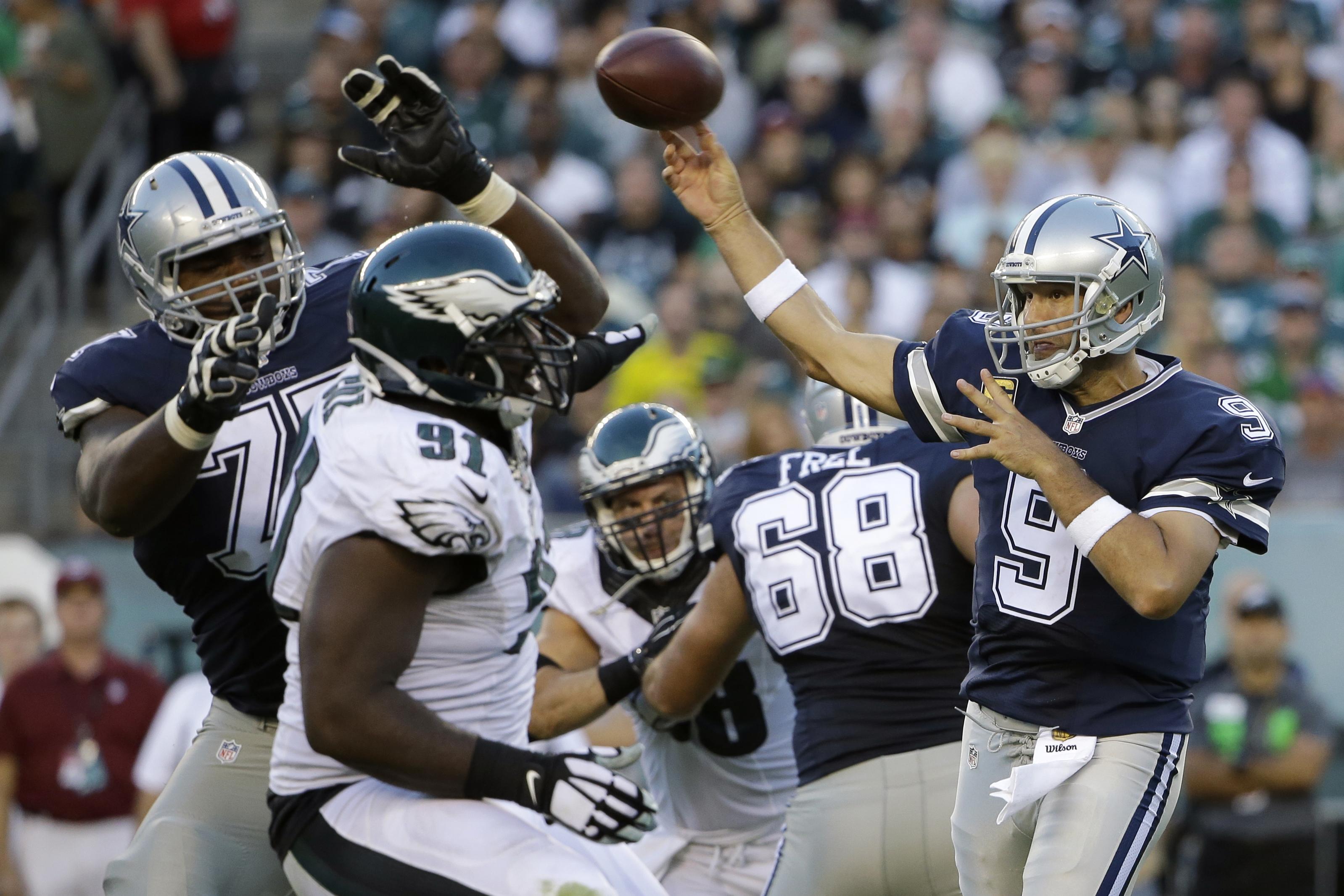 Dallas Cowboys' Tony Romo passes during the second half of an NFL football game against the Philadelphia Eagles, Sunday, Sept. 20, 2015, in Philadelphia. (AP Photo/Matt Rourke)