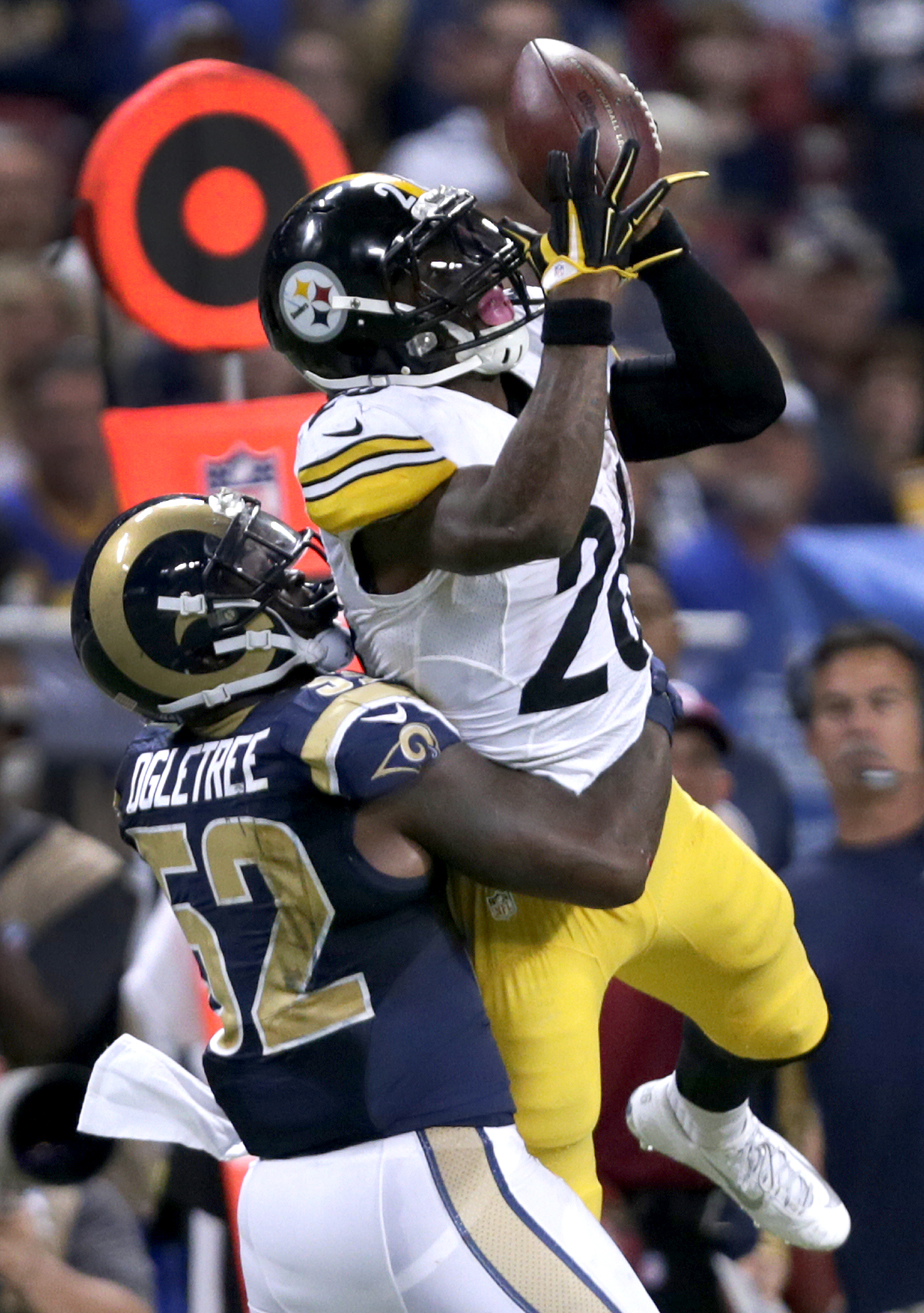 Pittsburgh Steelers running back Le'Veon Bell catches a pass for a 20-yard gain as St. Louis Rams linebacker Alec Ogletree defends during the third quarter of an NFL football game Sunday, Sept. 27, 2015, in St. Louis. (AP Photo/Tom Gannam)