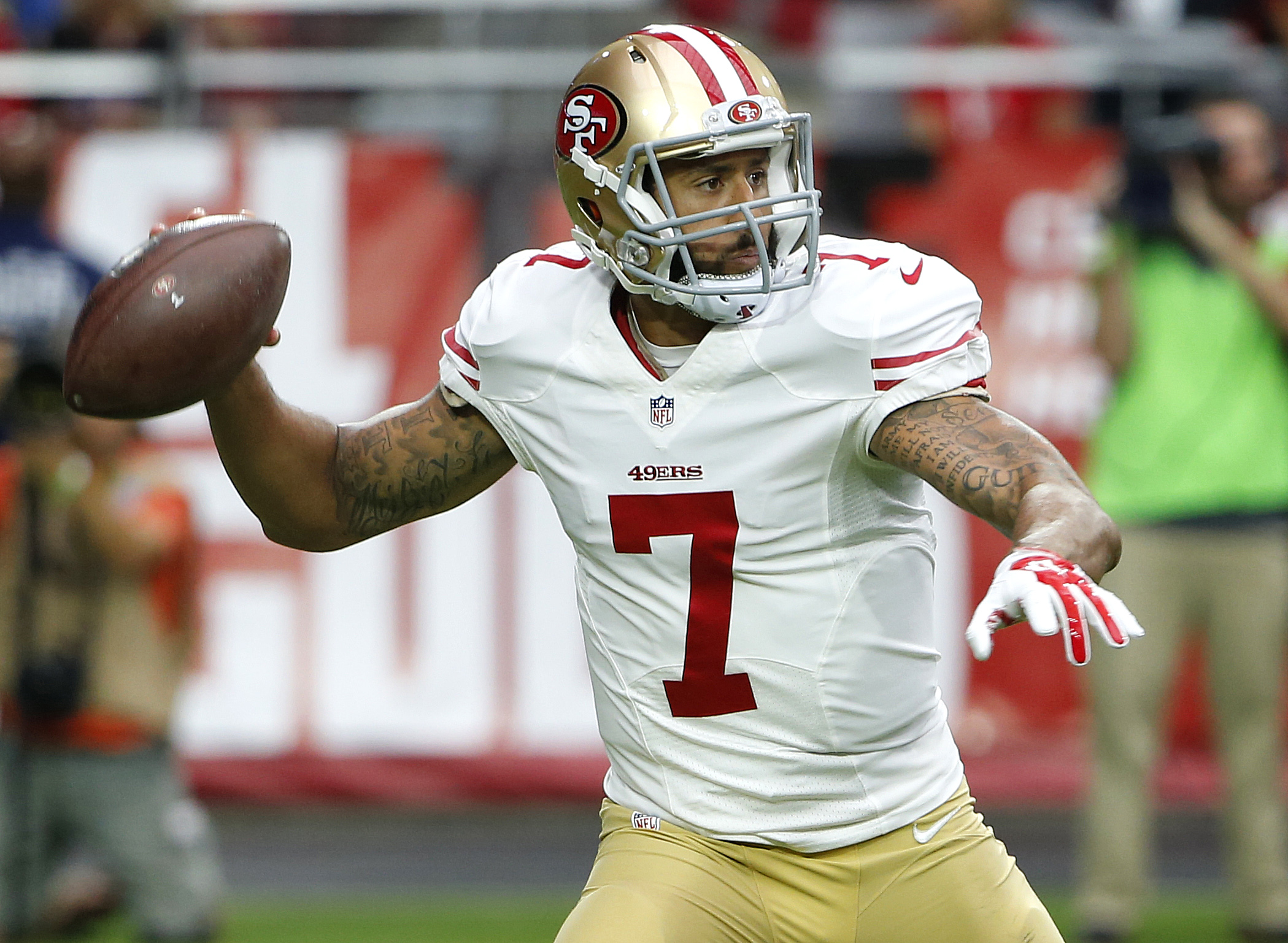 San Francisco 49ers quarterback Colin Kaepernick (7) looks to pass during the first half of an NFL football game against the Arizona Cardinals, Sunday, Sept. 27, 2015, in Glendale, Ariz.  (AP Photo/Ross D. Franklin)