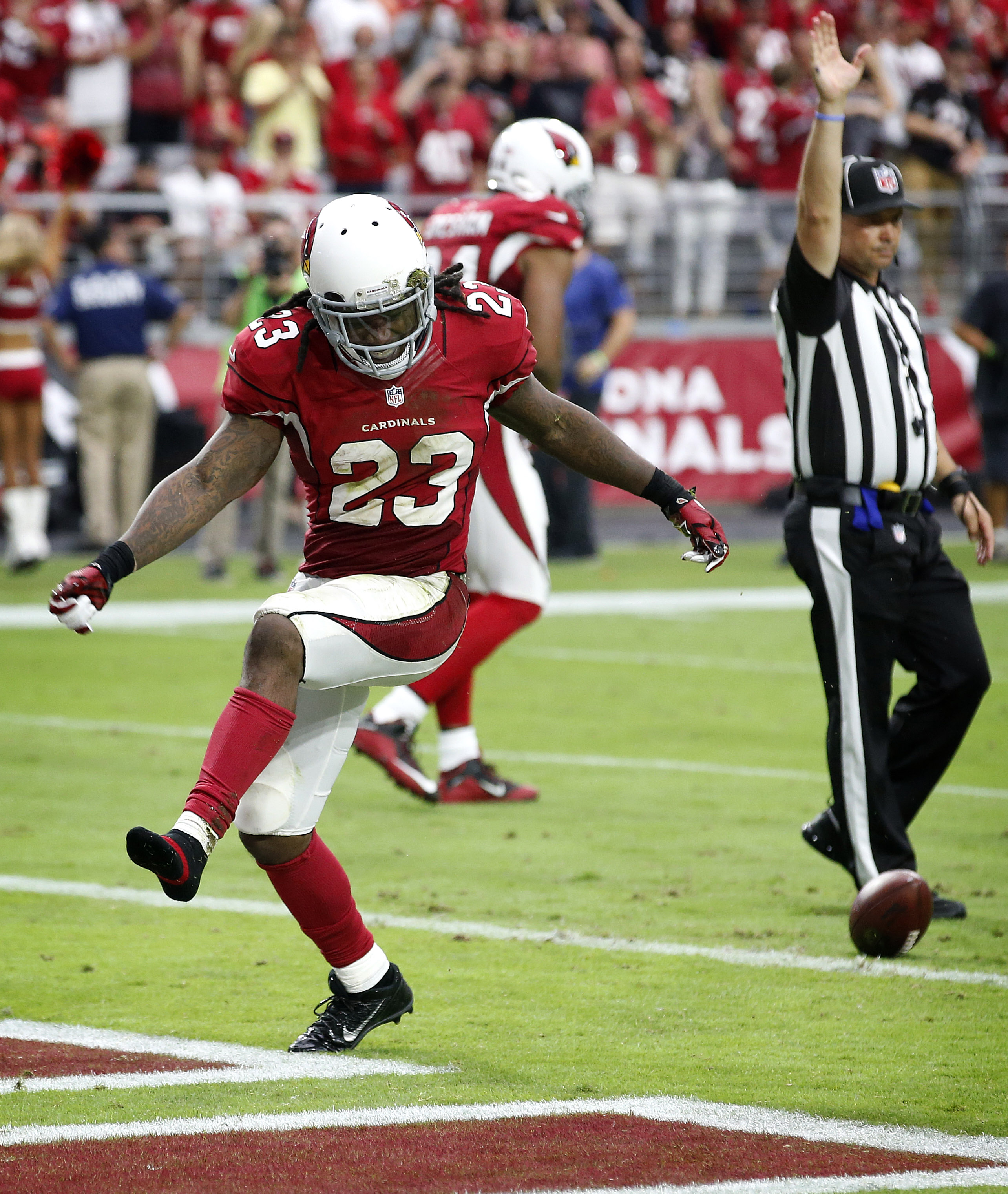 Arizona Cardinals running back Chris Johnson (23) celebrates a run against the San Francisco 49ers during the second half of an NFL football game, Sunday, Sept. 27, 2015, in Glendale, Ariz.  (AP Photo/Ross D. Franklin)