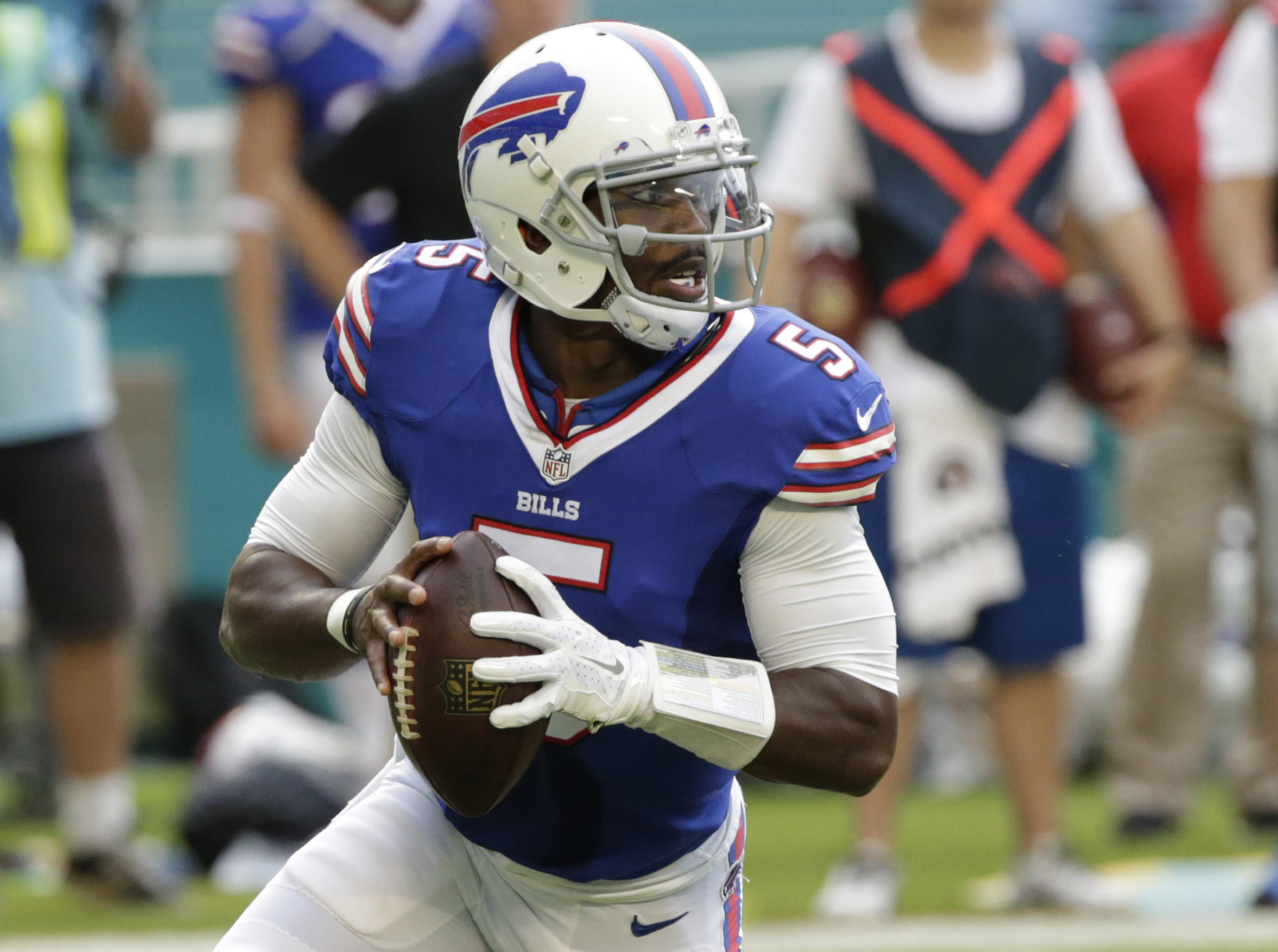 Buffalo Bills quarterback Tyrod Taylor (5) runs with the ball during the first half an NFL football game against the Miami Dolphins, Sunday, Sept. 27, 2015 in Miami Gardens, Fla. (AP Photo/Wilfredo Lee)