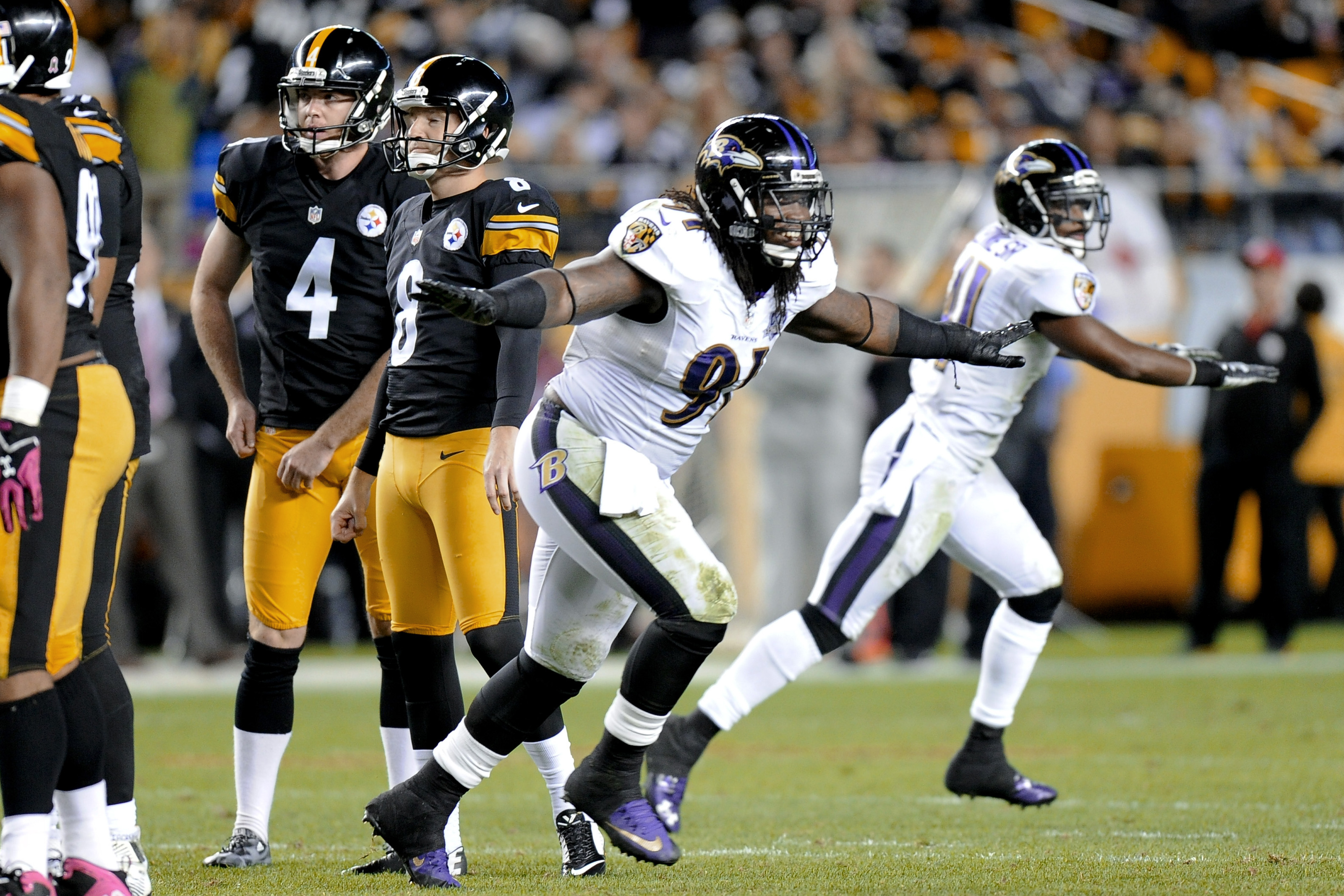 Baltimore Ravens outside linebacker Courtney Upshaw (91) and cornerback Anthony Levine (41) celebrate as Pittsburgh Steelers kicker Josh Scobee (8) misses afield goal in the fourth quarter of an NFL football game, Thursday, Oct. 1, 2015 in Pittsburgh. The