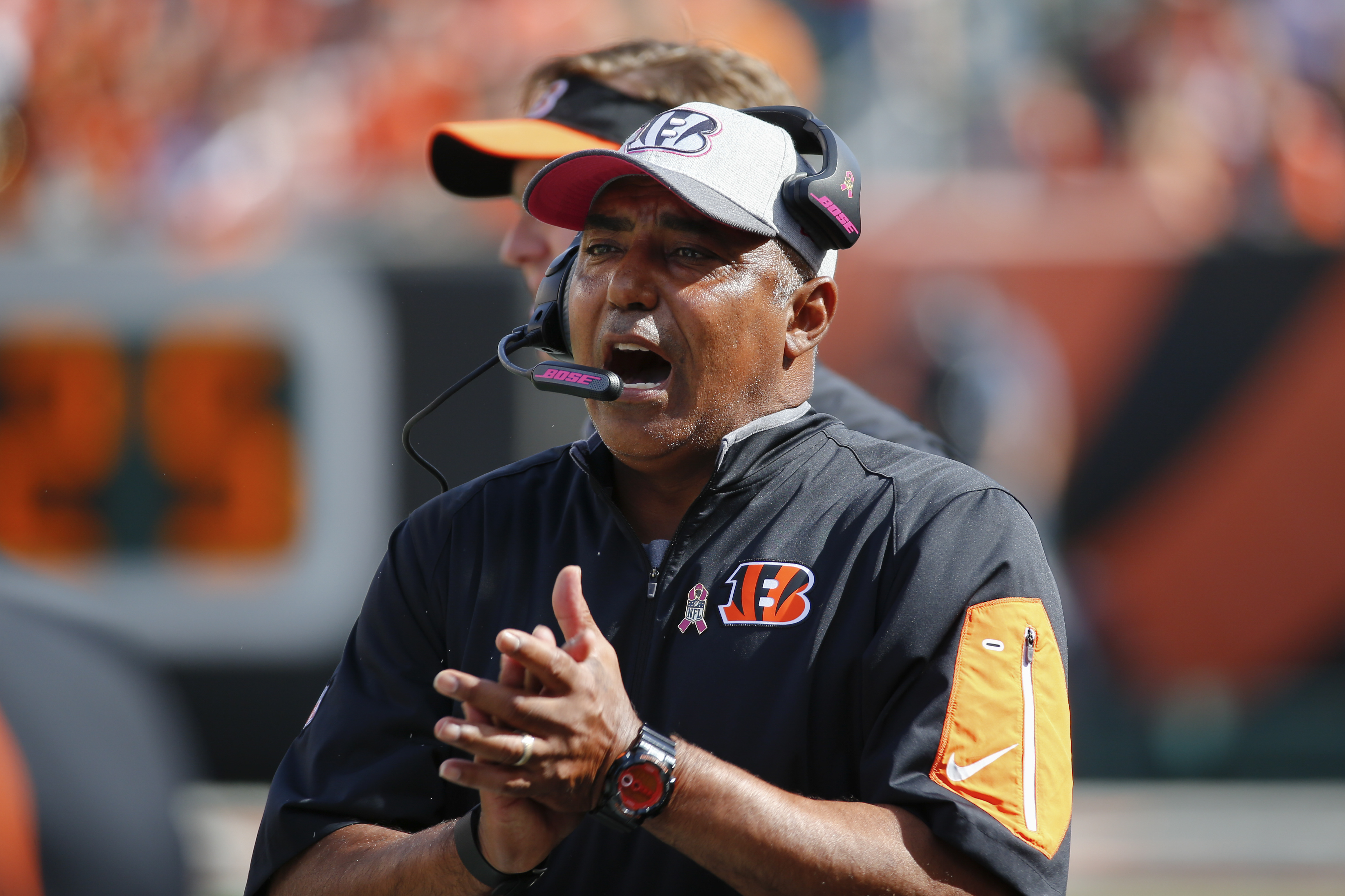 Cincinnati Bengals head coach Marvin Lewis works the sidelines in the second half of an NFL football game against the Kansas City Chiefs, Sunday, Oct. 4, 2015, in Cincinnati. (AP Photo/Paul Sancya)