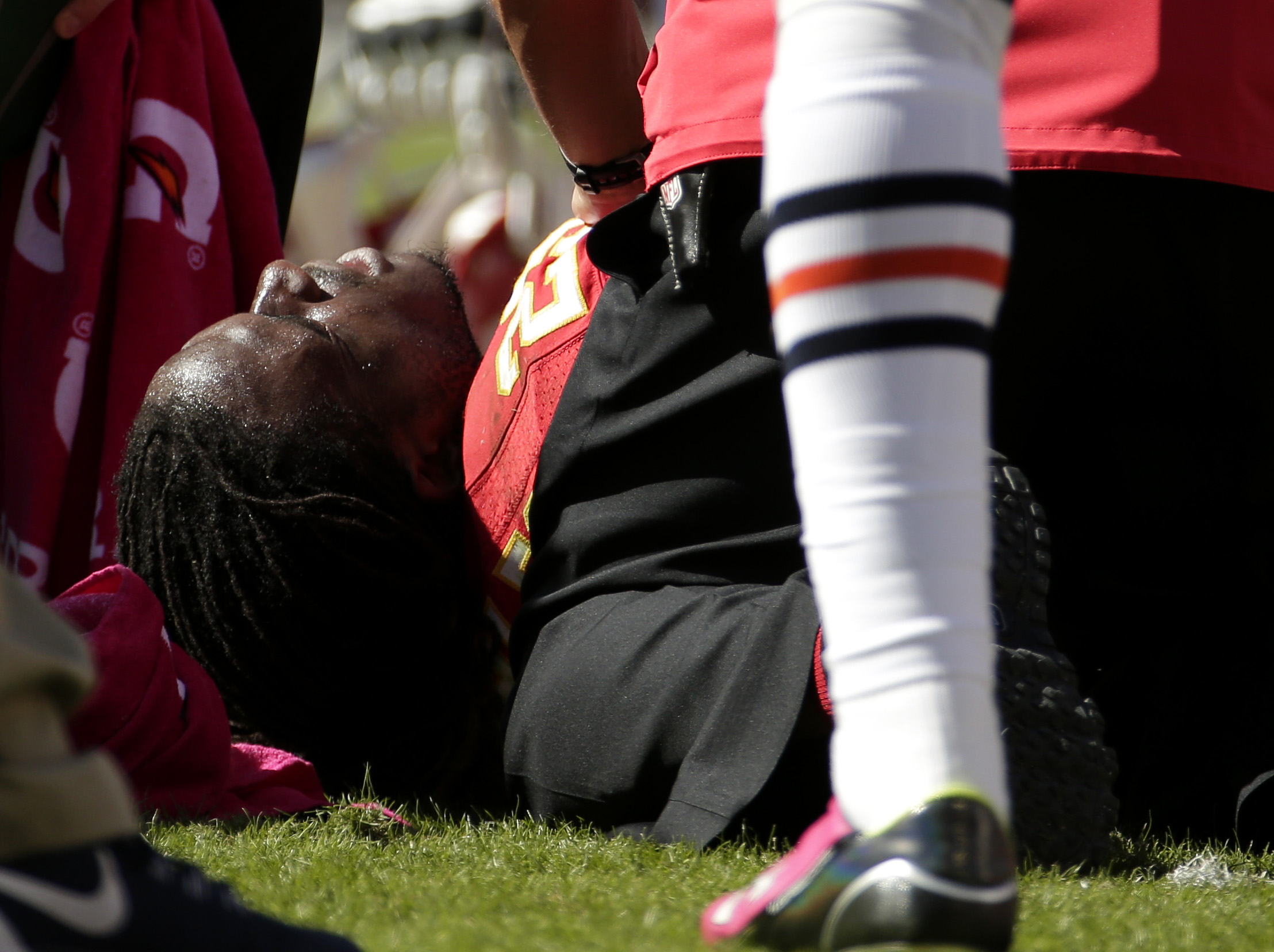 Kansas City Chiefs running back Jamaal Charles (25) lies injured on the field during the second half of an NFL football game against the Chicago Bears in Kansas City, Mo., Sunday, Oct. 11, 2015. (AP Photo/Charlie Riedel)