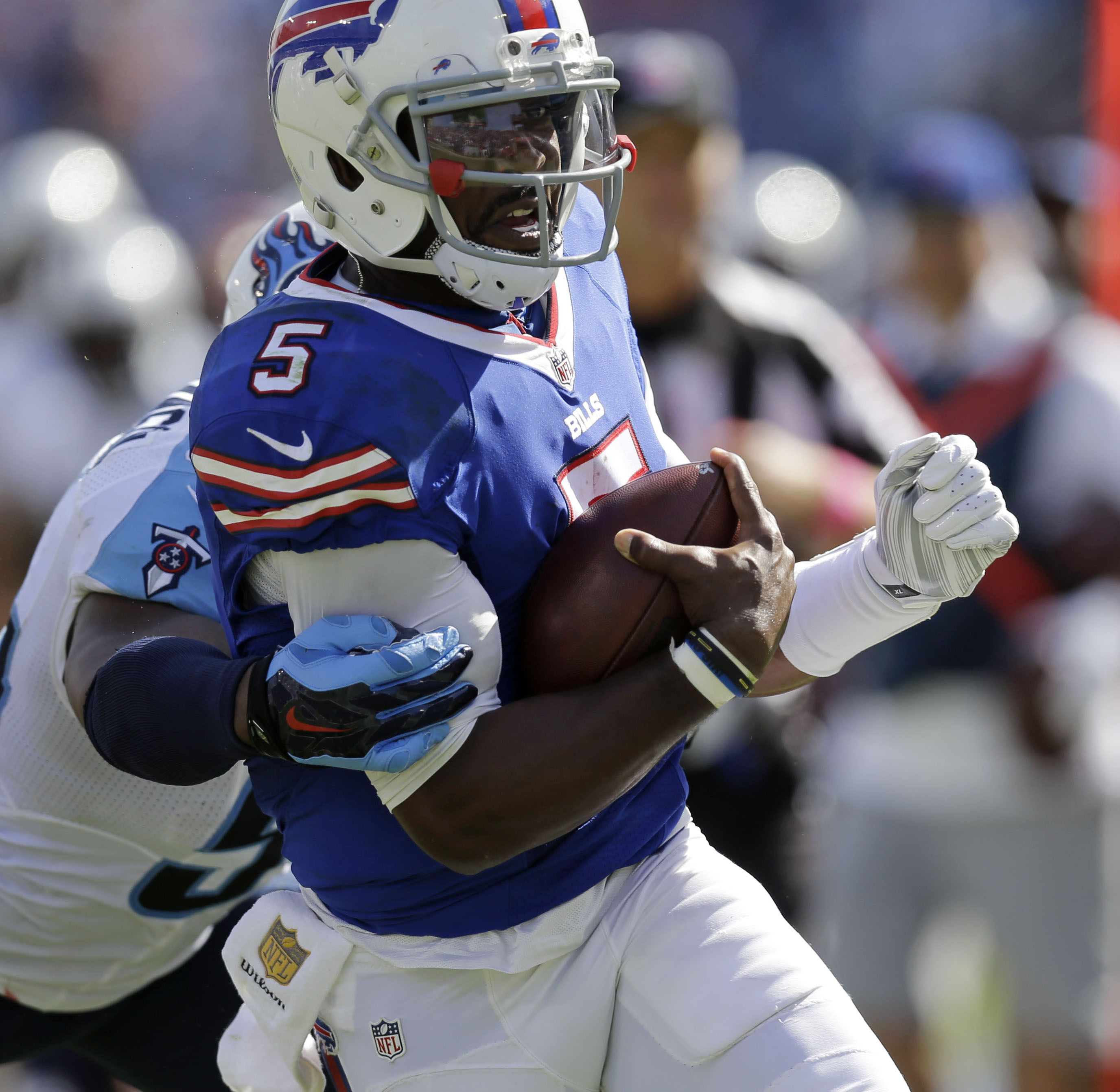 Buffalo Bills quarterback Tyrod Taylor (5) carries for a touchdown in the second half of an NFL football game against the Tennessee Titans, Sunday, Oct. 11, 2015, in Nashville, Tenn. (AP Photo/James Kenney)