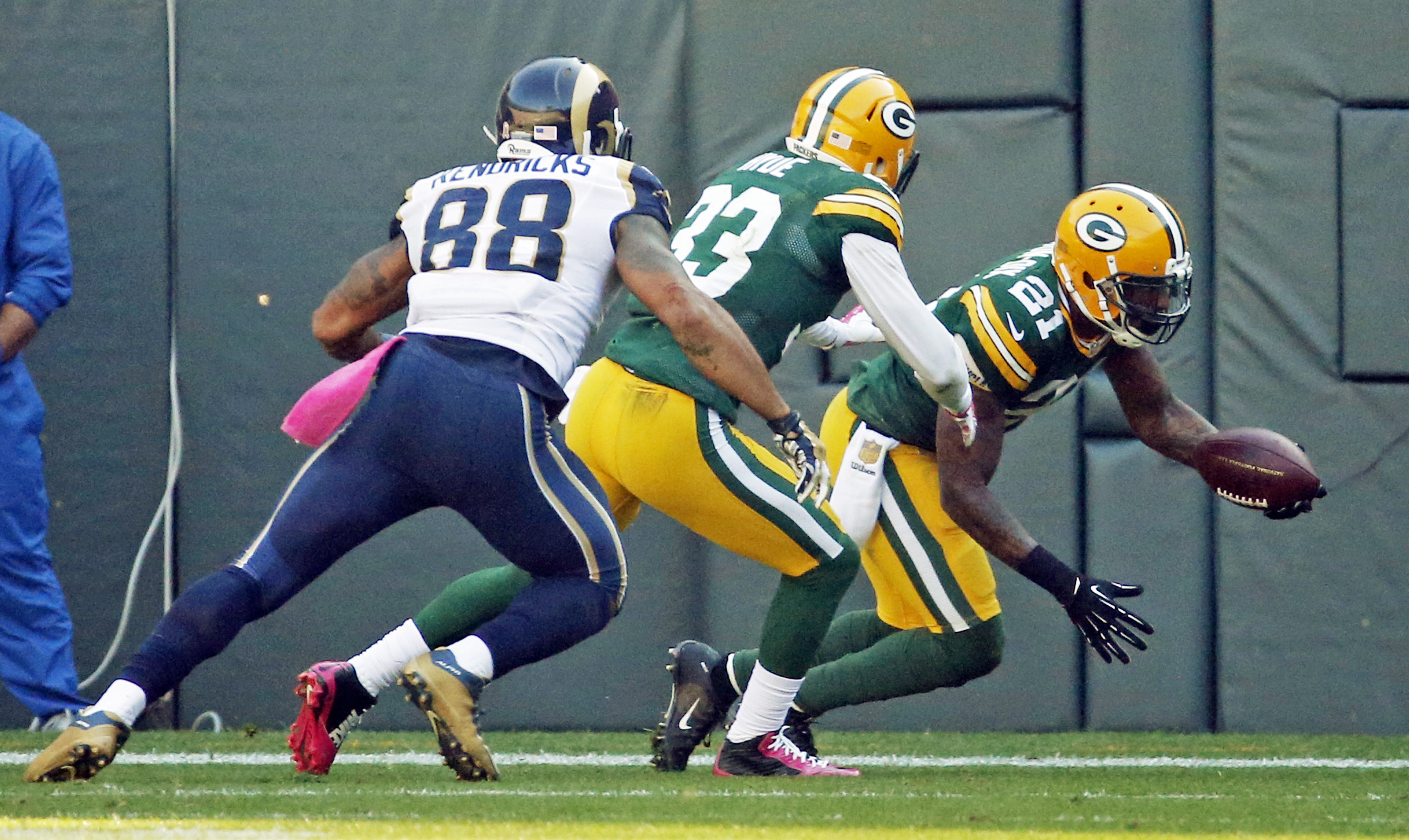 Green Bay Packers' Ha Ha Clinton-Dix (21) celebrates after intercepting a pass in the end zone during the second half an NFL football game against the St. Louis Rams Sunday, Oct. 11, 2015, in Green Bay, Wis. (AP Photo/Mike Roemer)