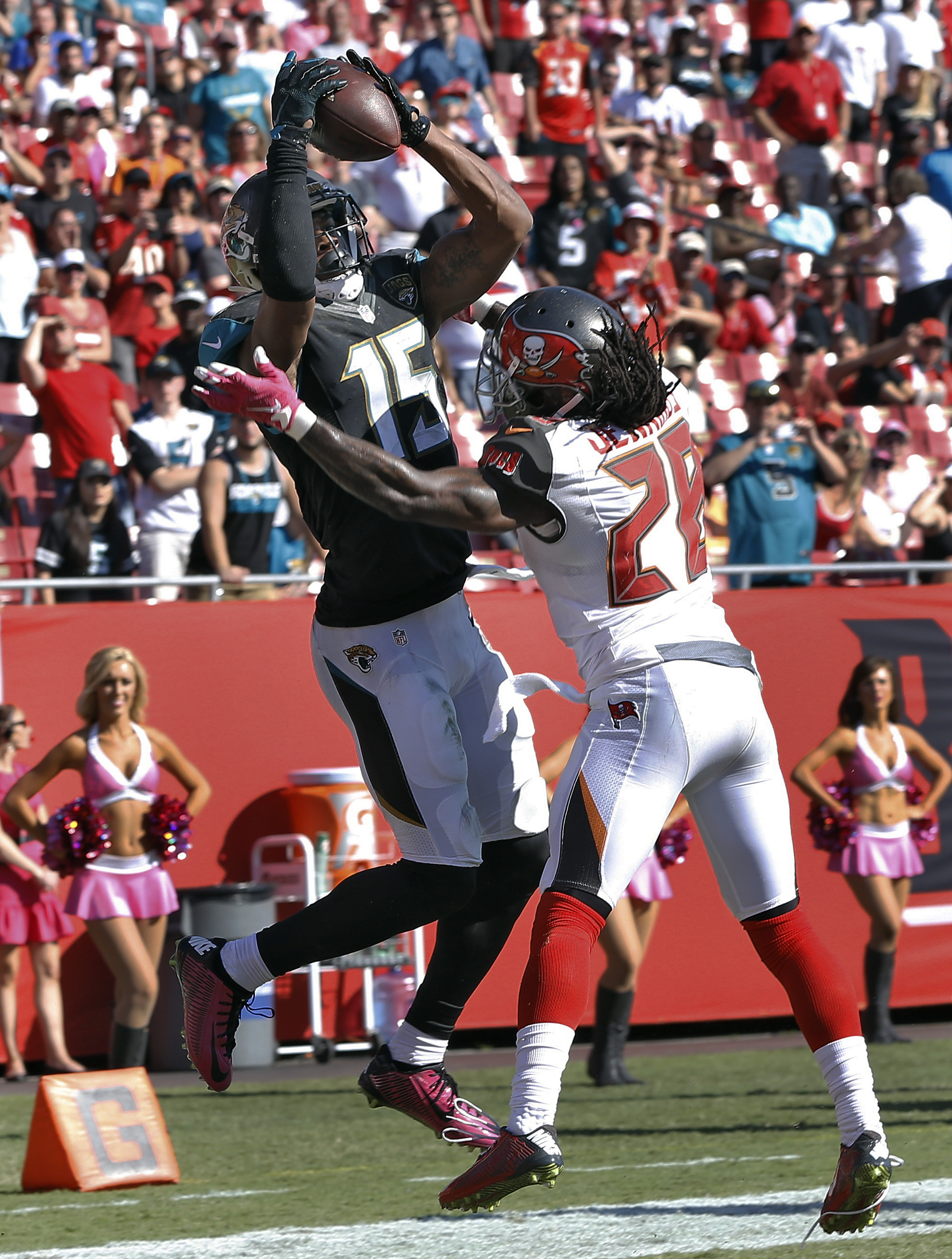 Jacksonville Jaguars wide receiver Allen Robinson (15) beats Tampa Bay Buccaneers cornerback Tim Jennings (28) on a 5-yard touchdown reception during the fourth quarter of an NFL football game Sunday, Oct. 11, 2015, in Tampa, Fla. (AP Photo/Brian Blanco)