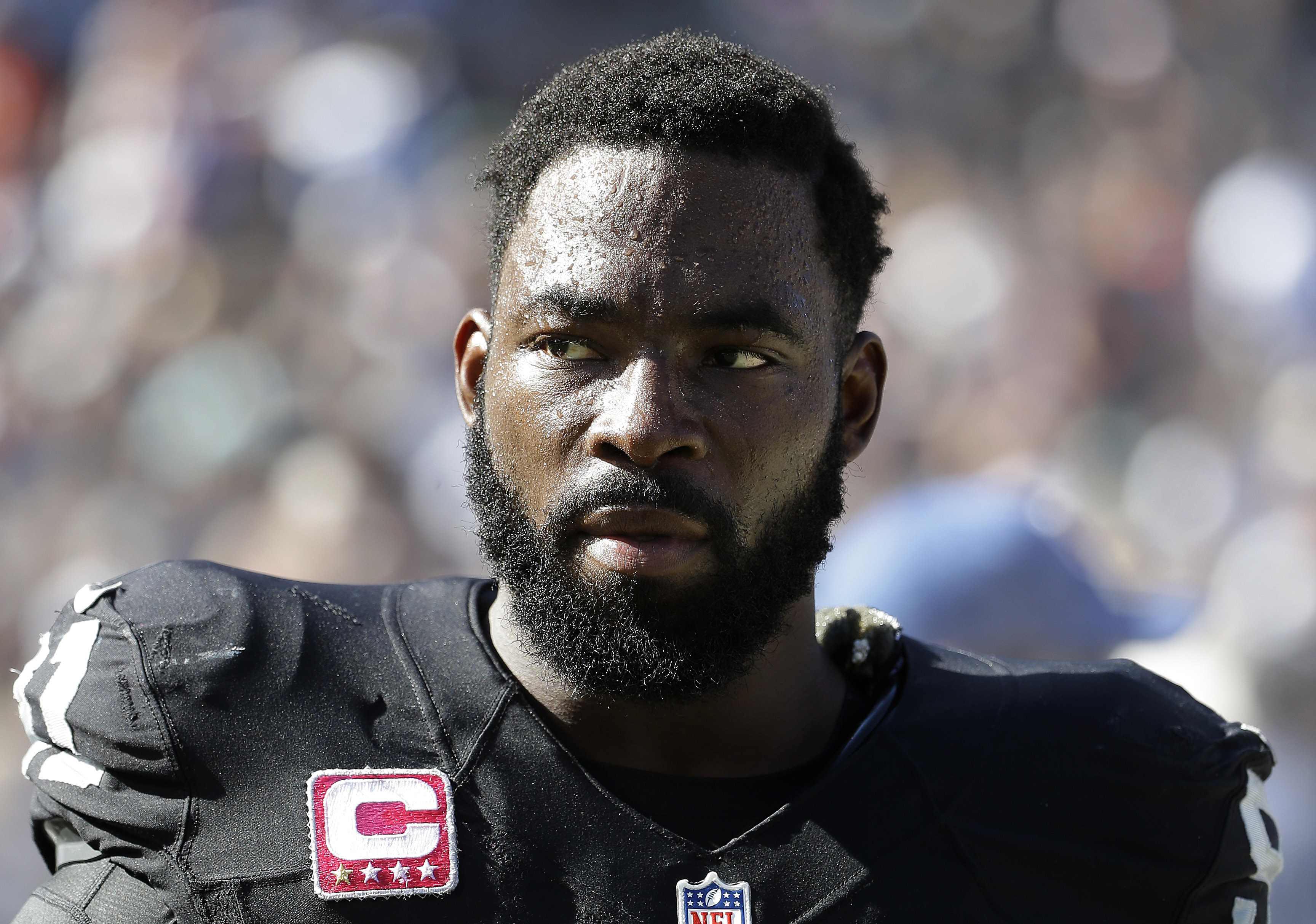 Oakland Raiders defensive end Justin Tuck (91) against the Denver Broncos during an NFL football game in Oakland, Calif., Sunday, Oct. 11, 2015. (AP Photo/Marcio Jose Sanchez)