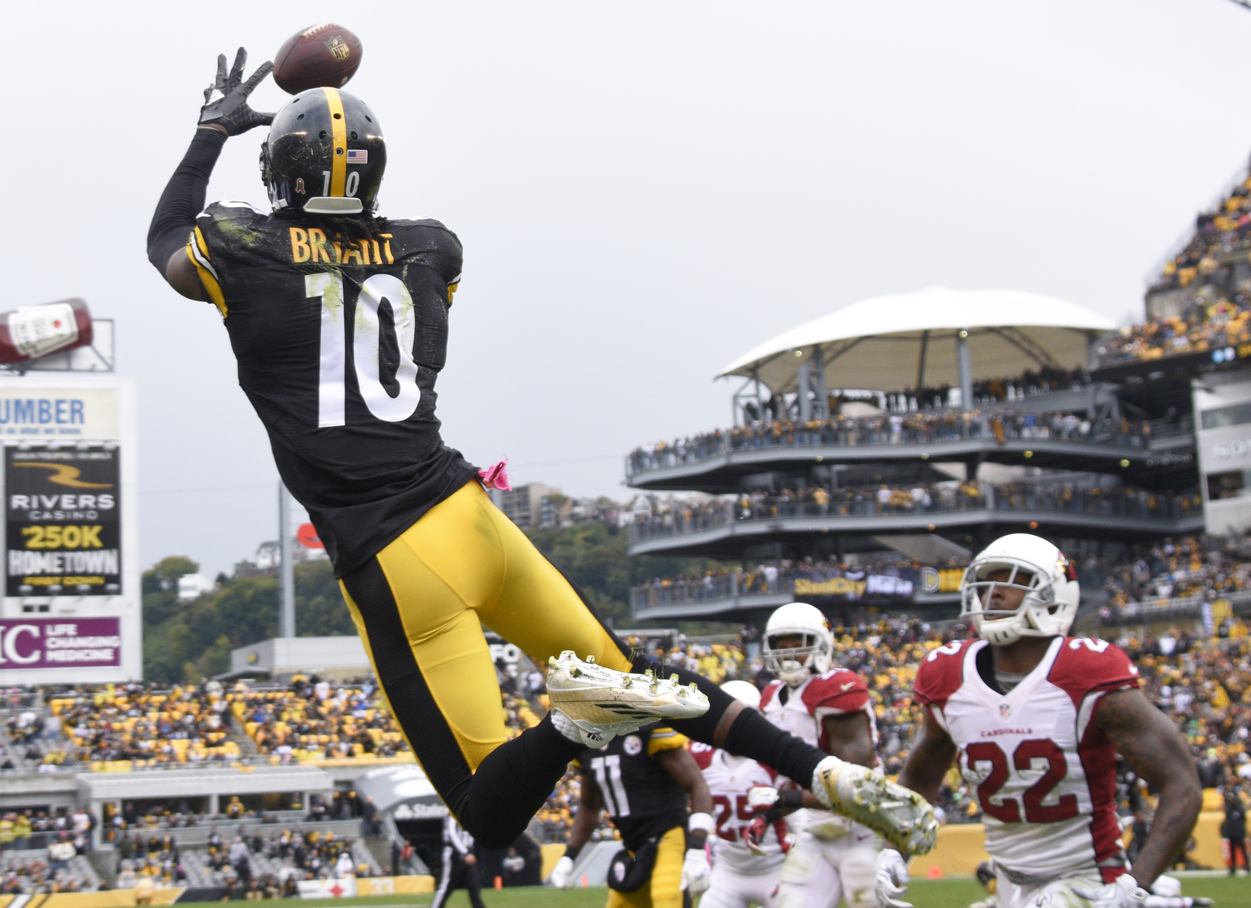 Pittsburgh Steelers wide receiver Martavis Bryant (10) makes a touchdown catch past Arizona Cardinals strong safety Tony Jefferson (22) in the third quarter an NFL football game against the Pittsburgh Steelers, Sunday, Oct. 18, 2015 in Pittsburgh. (AP Pho
