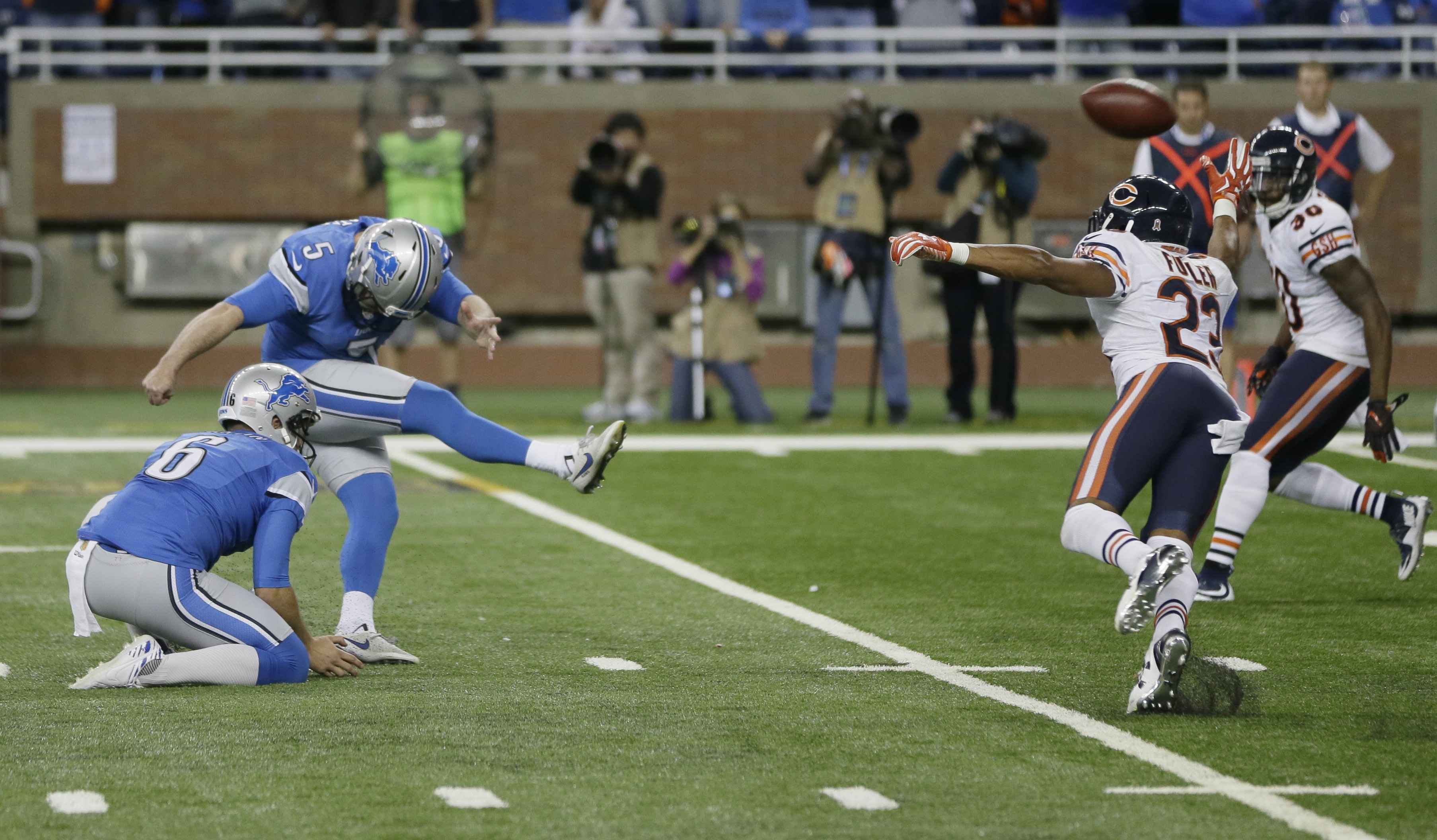 Detroit Lions kicker Matt Prater (5) kicks the game winning field goal during the overtime period of an NFL football game against the Chicago Bears, Sunday, Oct. 18, 2015, in Detroit. (AP Photo/Carlos Osorio)