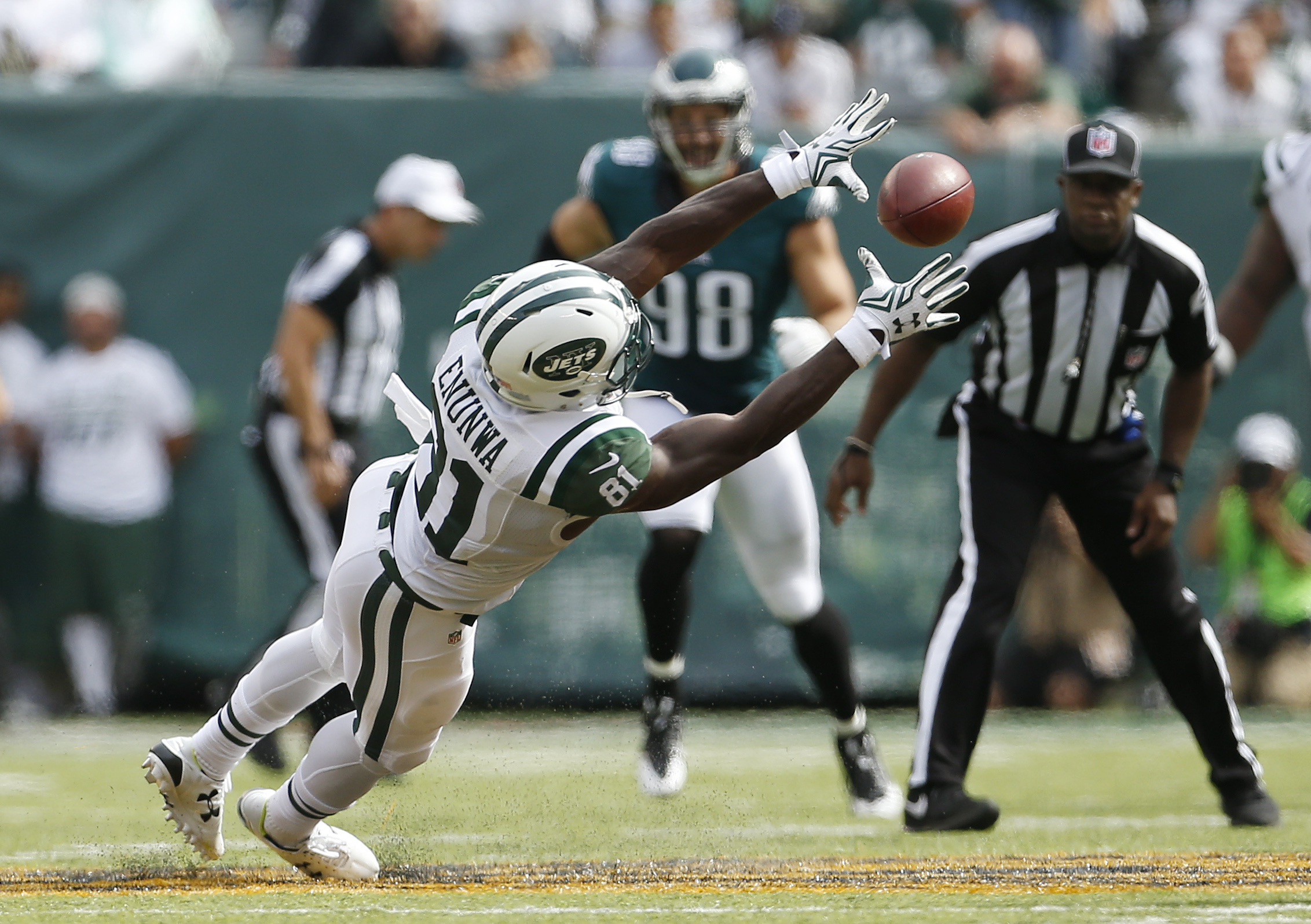 New York Jets wide receiver Quincy Enunwa (81) makes a diving catch against the Philadelphia Eagles during the third quarter of an NFL football game, Sunday, Sept. 27, 2015, in East Rutherford, N.J. (AP Photo/Adam Hunger)