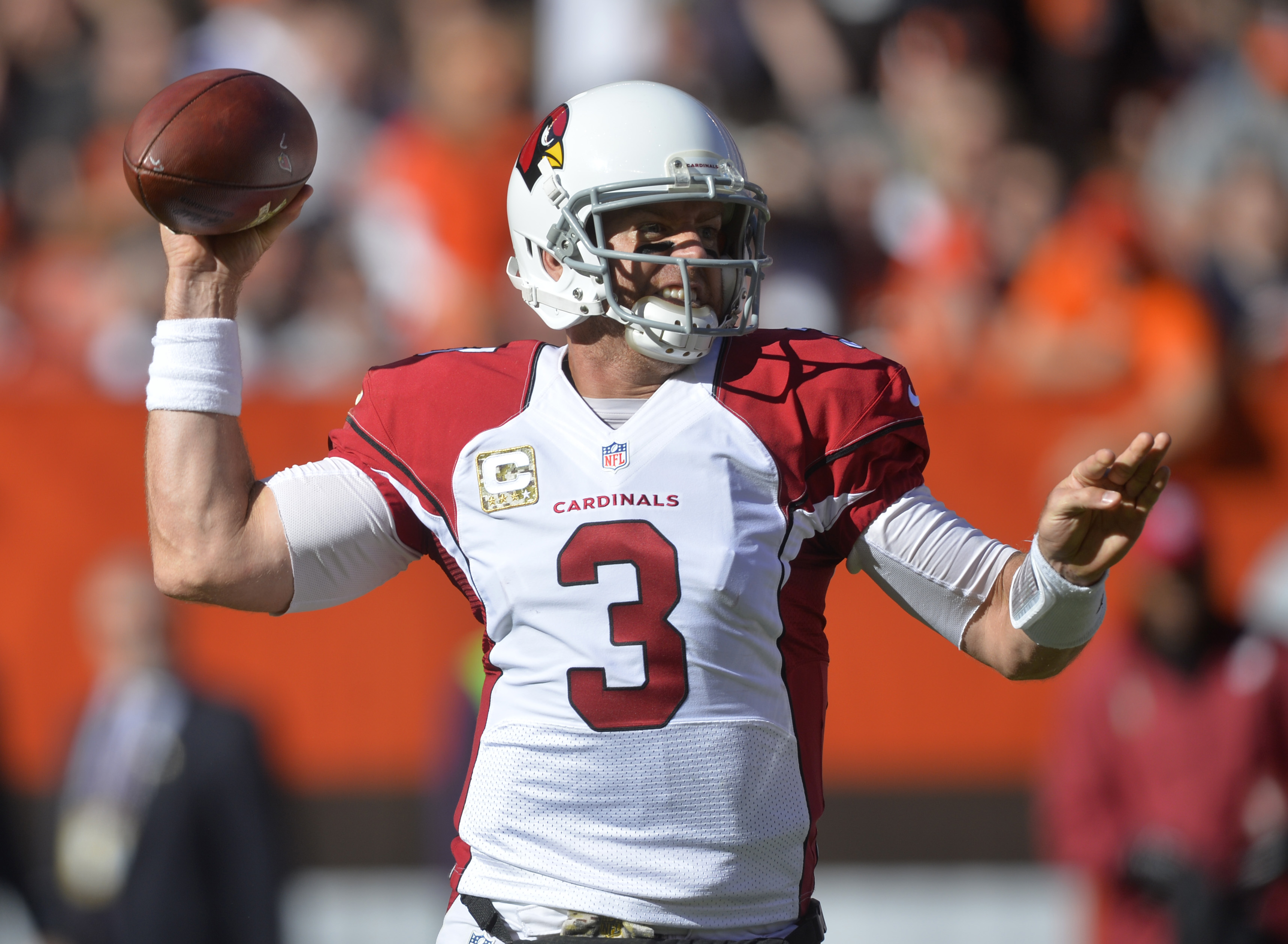 Arizona Cardinals quarterback Carson Palmer prepares to throw in the first half of an NFL football game against the Cleveland Browns, Sunday, Nov. 1, 2015, in Cleveland. (AP Photo/David Richard)