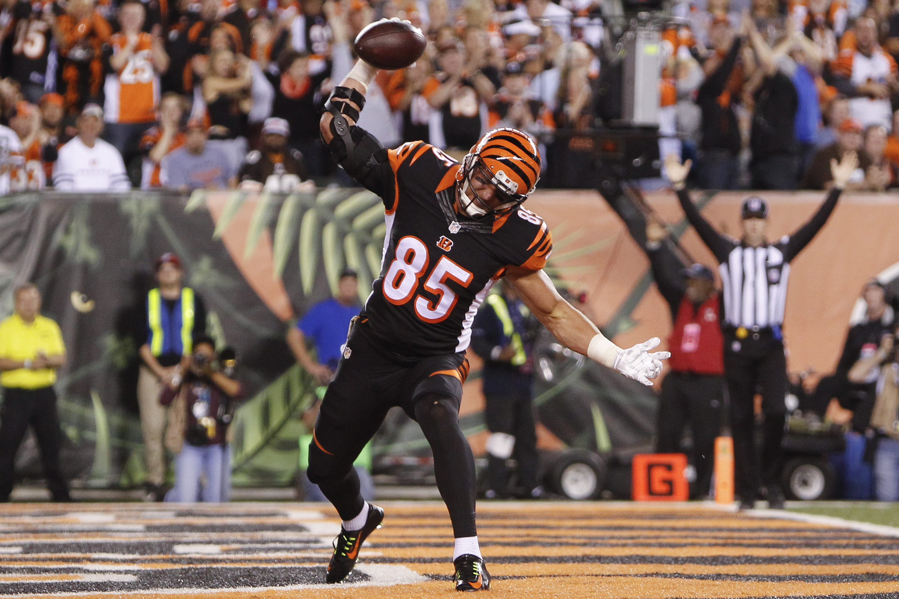 Cincinnati Bengals tight end Tyler Eifert celebrates after scoring a touchdown during the first half of an NFL football game against the Cleveland Browns, Thursday, Nov. 5, 2015, in Cincinnati. (AP Photo/Frank Victores)