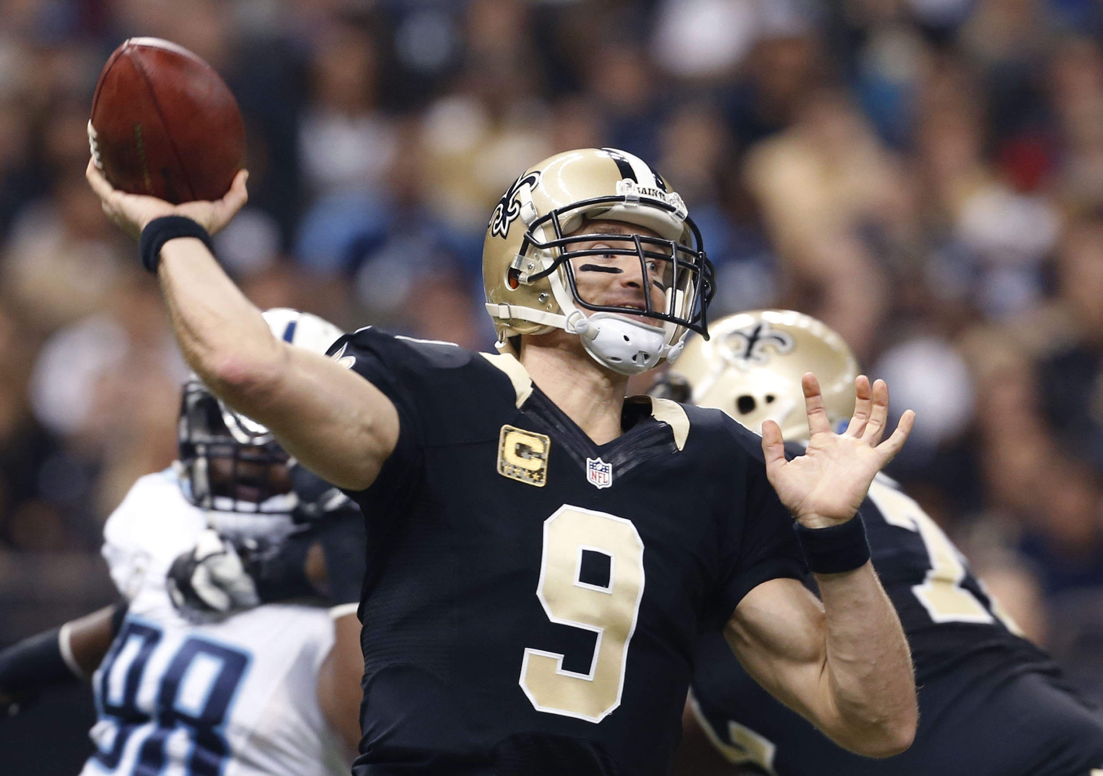 New Orleans Saints quarterback Drew Brees (9) passes in the first half of an NFL football game against the Tennessee Titans in New Orleans, Sunday, Nov. 8, 2015. (AP Photo/Jonathan Bachman)