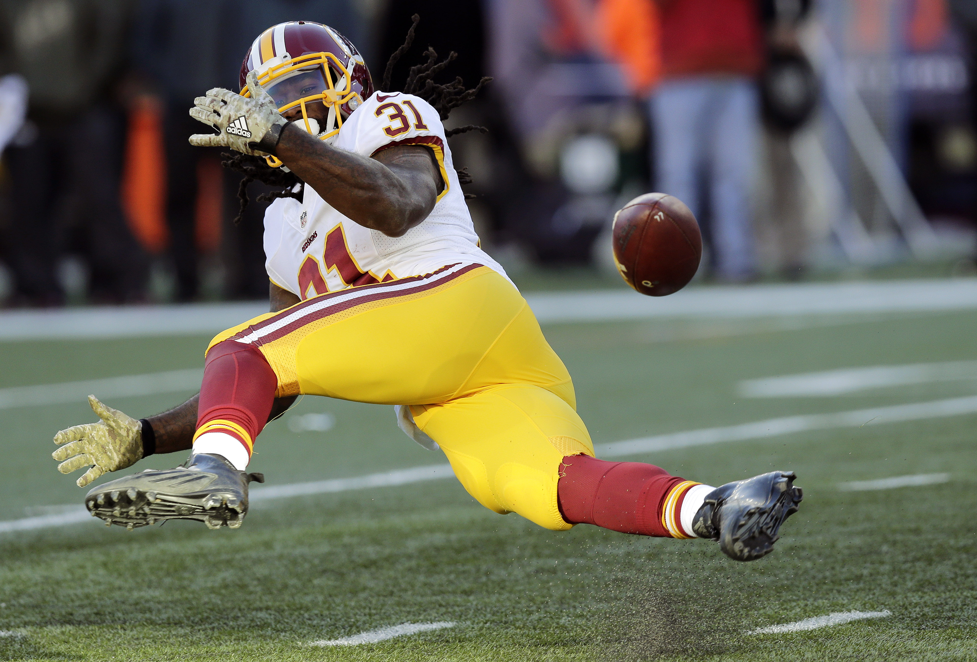Washington Redskins running back Matt Jones (31) unable to catch a pass from quarterback Kirk Cousins during the second half of an NFL football game against the New England Patriots, Sunday, Nov. 8, 2015, in Foxborough, Mass. (AP Photo/Charles Krupa)