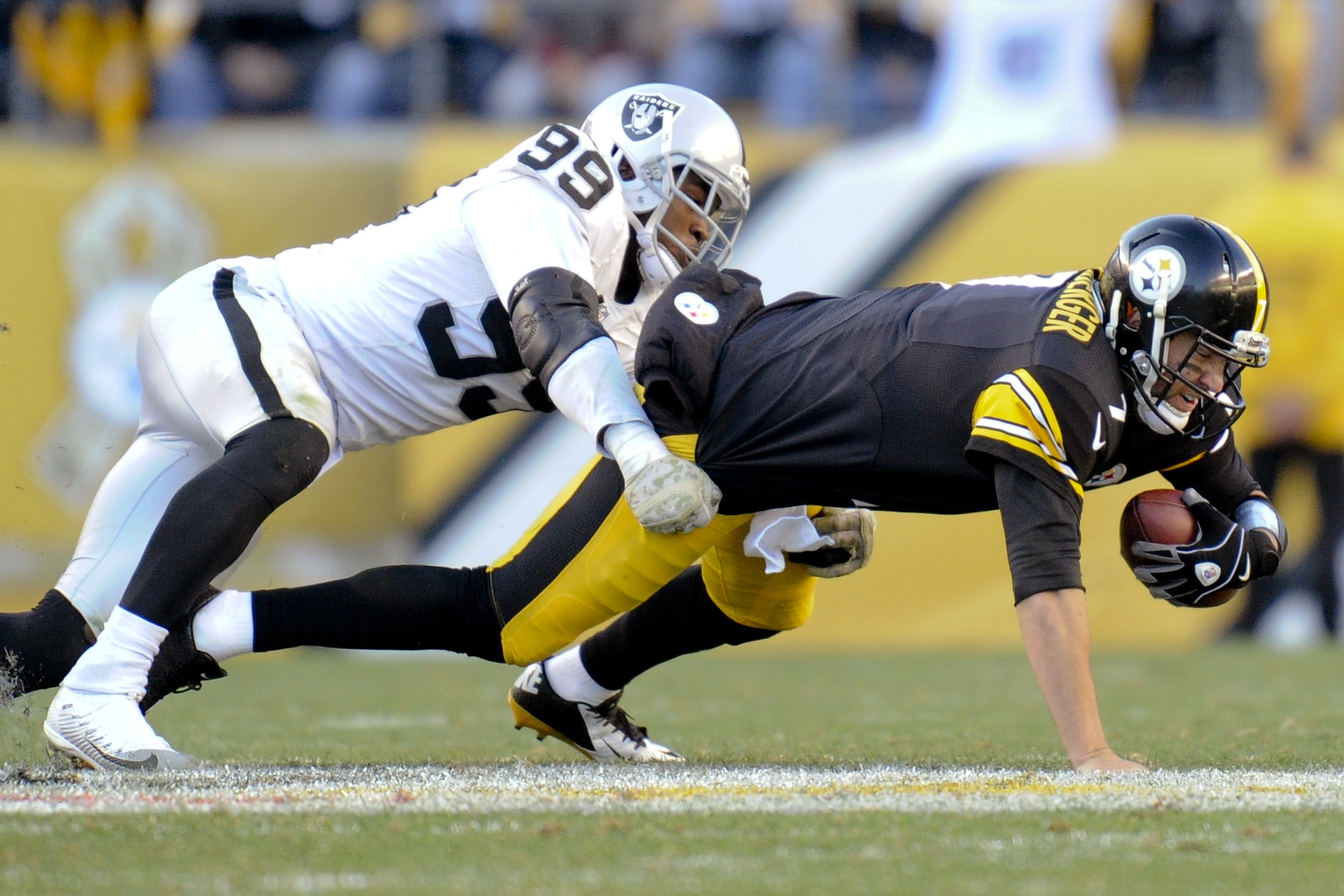 Pittsburgh Steelers quarterback Ben Roethlisberger (7) is injured as he is tackled by Oakland Raiders outside linebacker Aldon Smith (99) in the fourth quarter of an NFL football game Sunday, Nov. 8, 2015, in Pittsburgh. The Steelers won 38-35. (AP Photo/