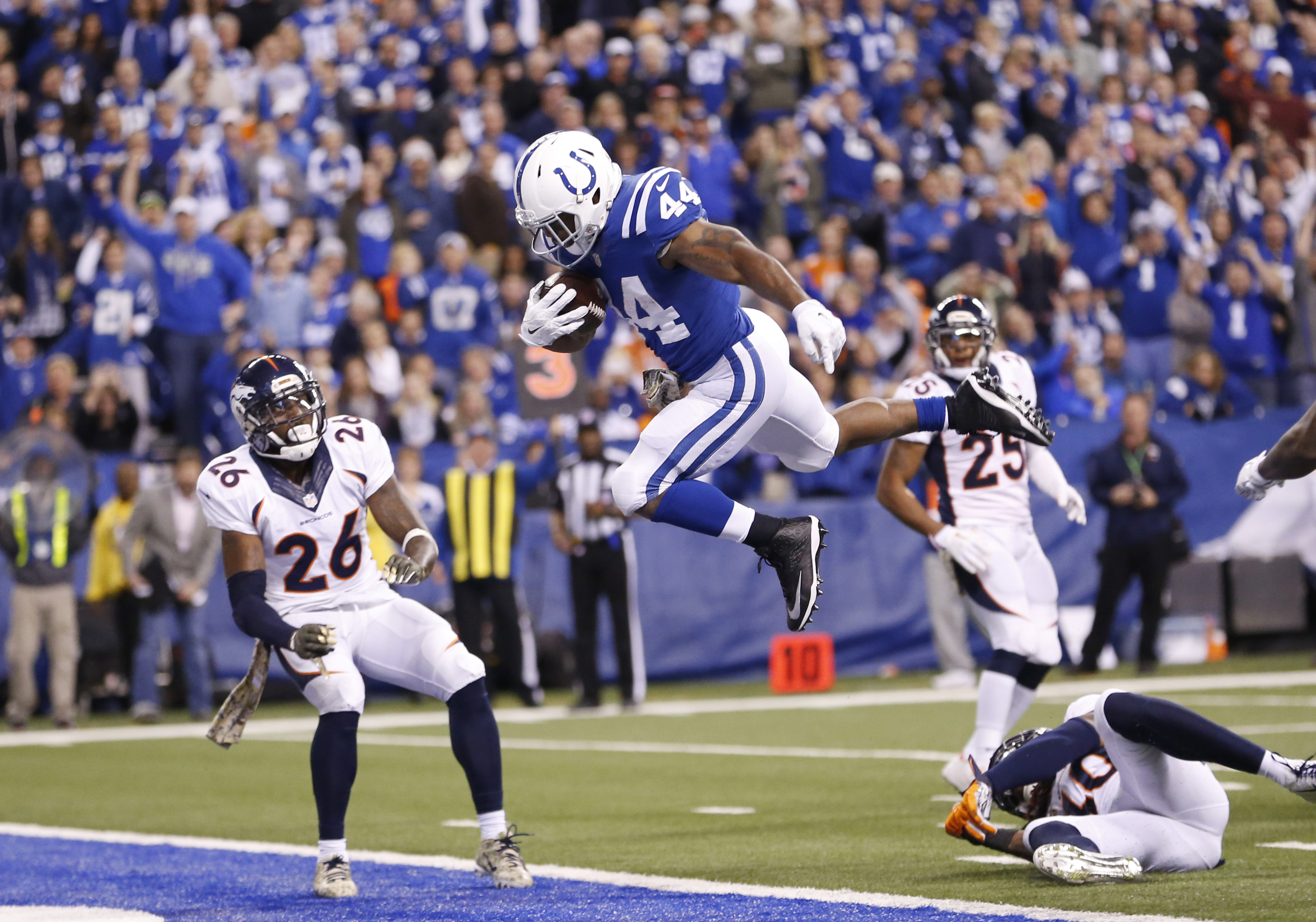 Indianapolis Colts' Ahmad Bradshaw (44) goes in for a eight yard touchdown reception during the second half of an NFL football game against the Denver Broncos, Sunday, Nov. 8, 2015, Indianapolis. (AP Photo/AJ Mast)