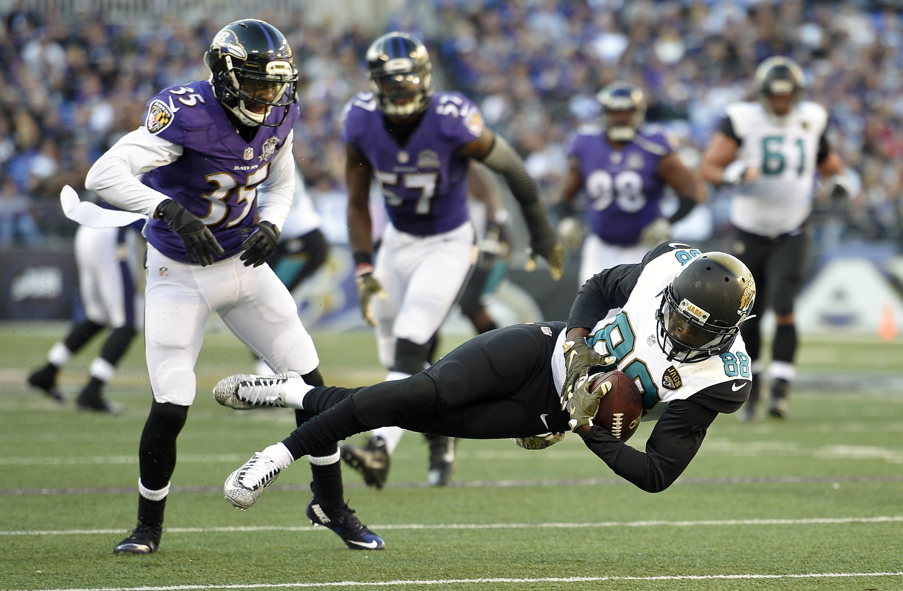Jacksonville Jaguars wide receiver Allen Hurns, right, makes a catch in front of Baltimore Ravens defensive back Shareece Wright in the second half an NFL football game, Sunday, Nov. 15, 2015, in Baltimore. (AP Photo/Nick Wass)