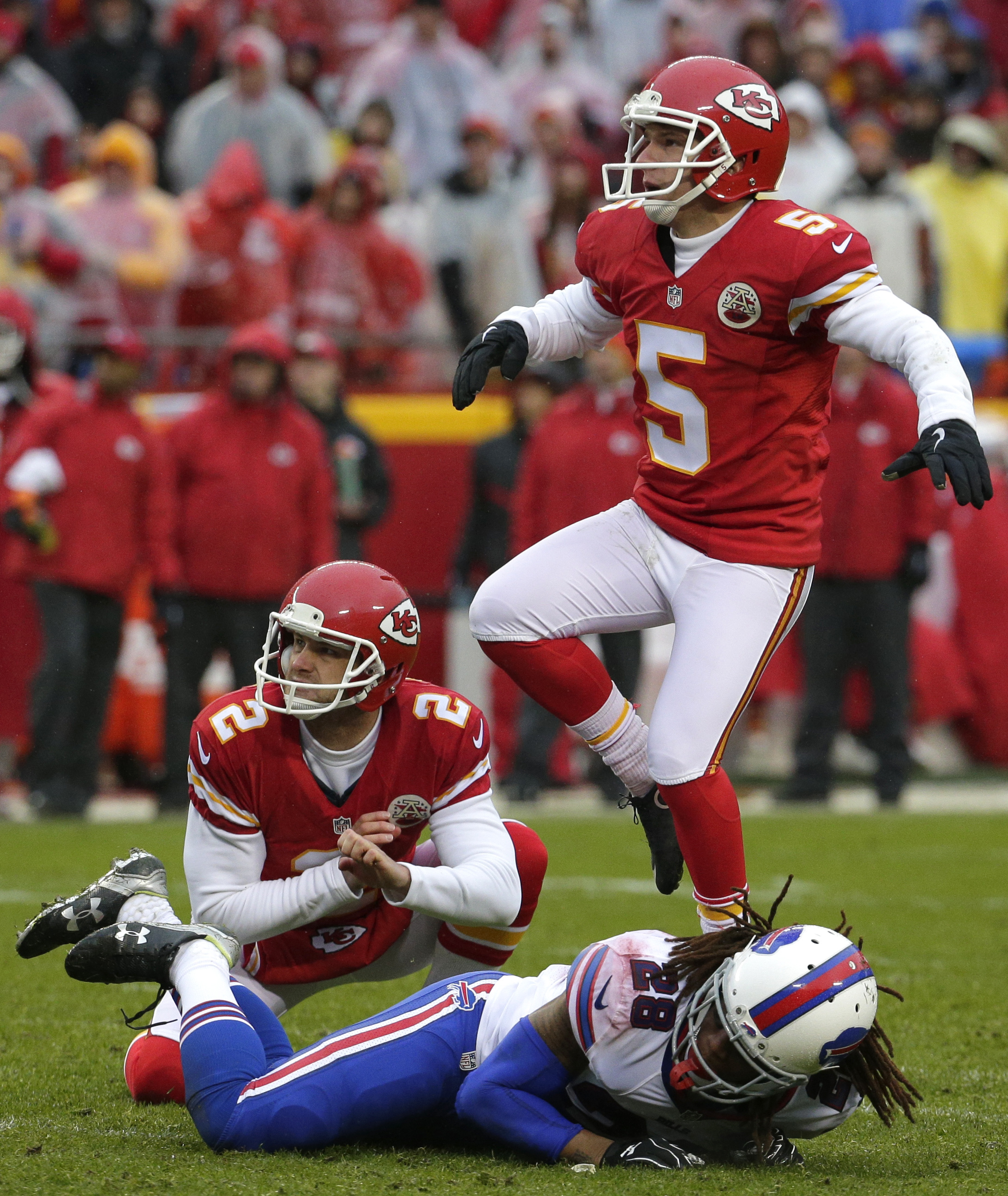Kansas City Chiefs kicker Cairo Santos (5) follows his field goal ball with holder Dustin Colquitt (2) and Buffalo Bills cornerback Ronald Darby (28) during the second half of an NFL football game in Kansas City, Mo., Sunday, Nov. 29, 2015. (AP Photo/Char