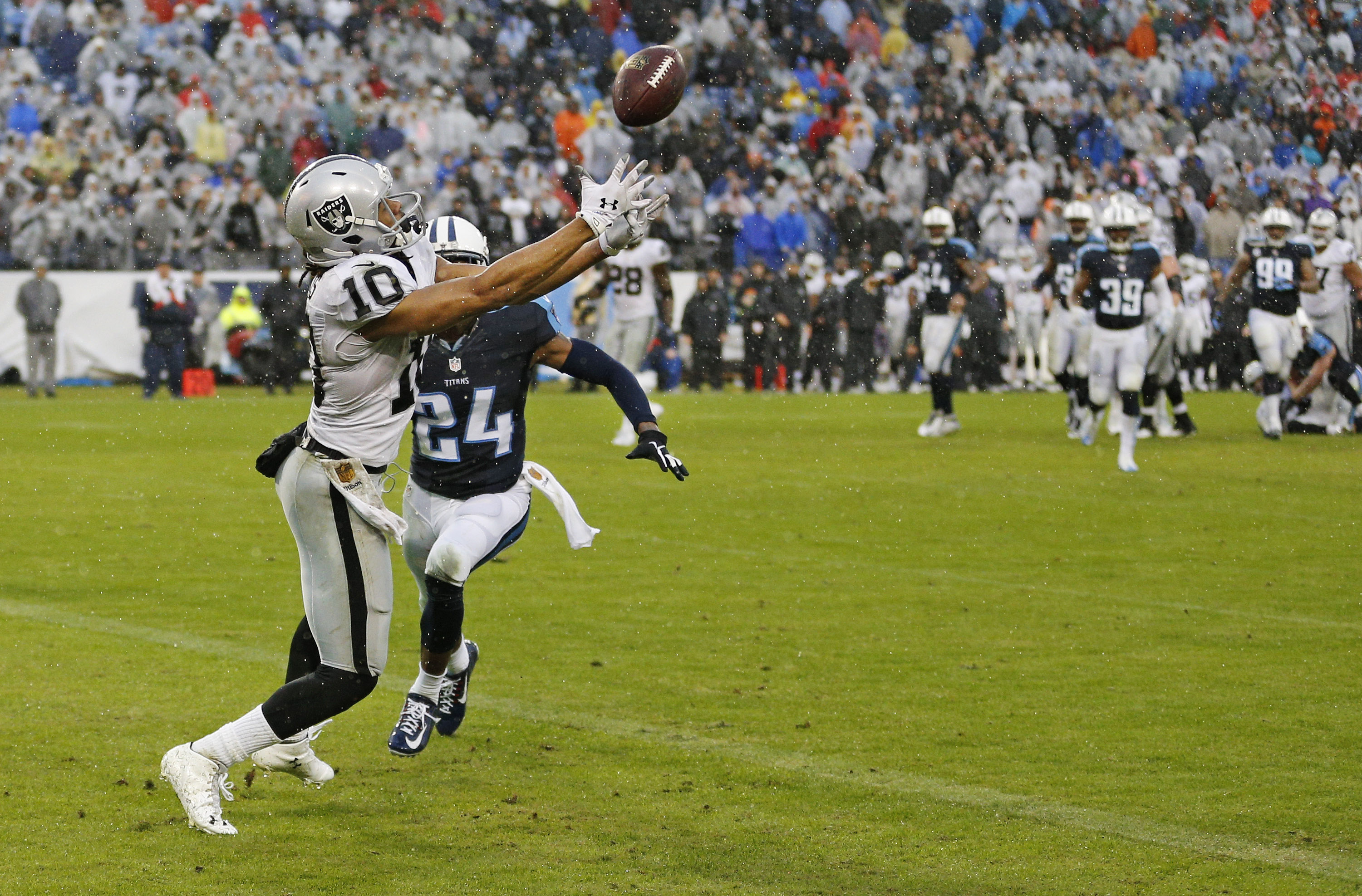 Oakland Raiders wide receiver Seth Roberts (10) catches a 12-yard touchdown pass as he is defended by Tennessee Titans cornerback Coty Sensabaugh (24) in the fourth quarter to give the Raiders a 24-21 win over the Titans in an NFL football game Sunday, No