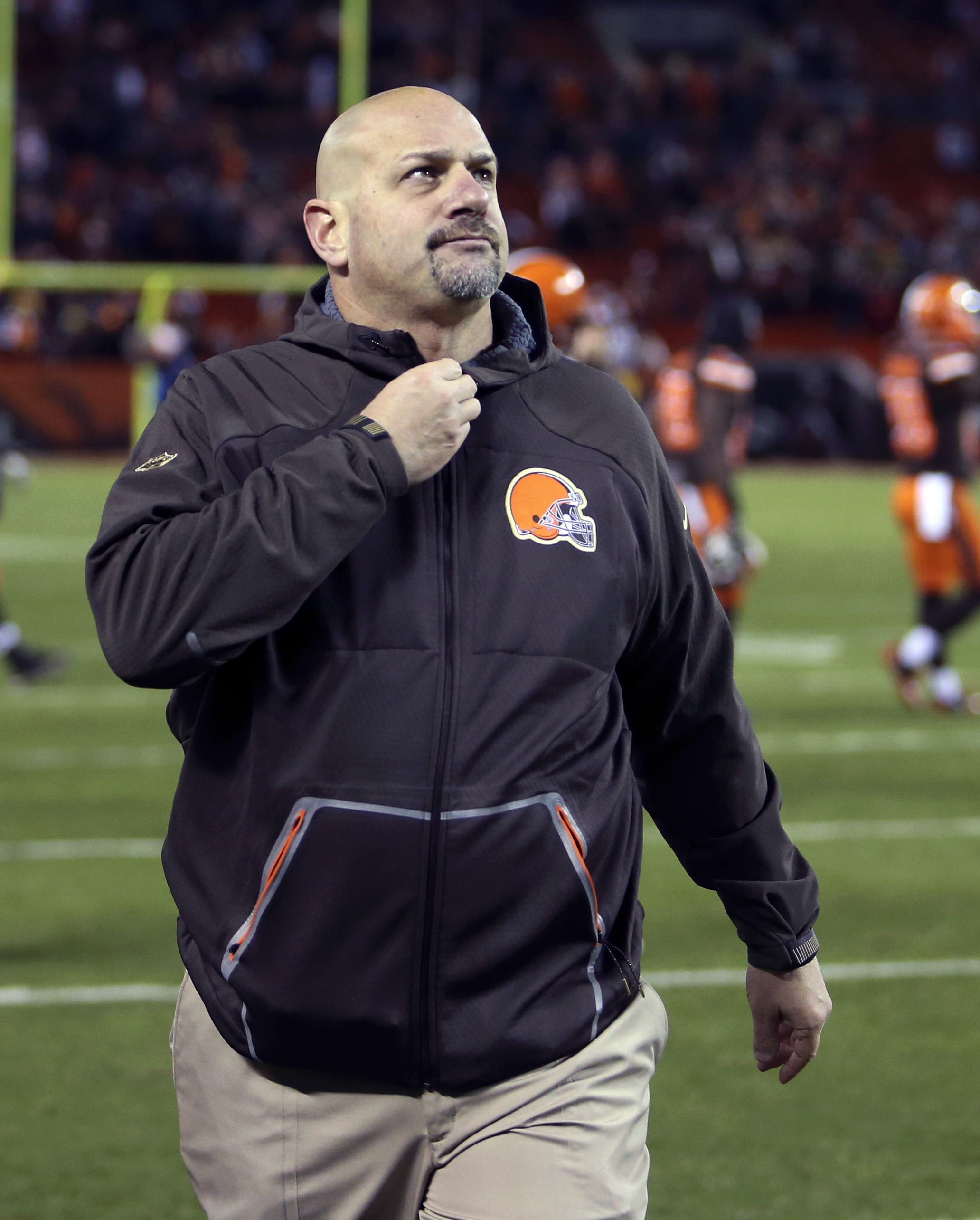 Cleveland Browns head coach Mike Pettine walks off the field after the Baltimore Ravens defeated the Browns 33-27 in an NFL football game, Monday, Nov. 30, 2015, in Cleveland. (AP Photo/Ron Schwane)