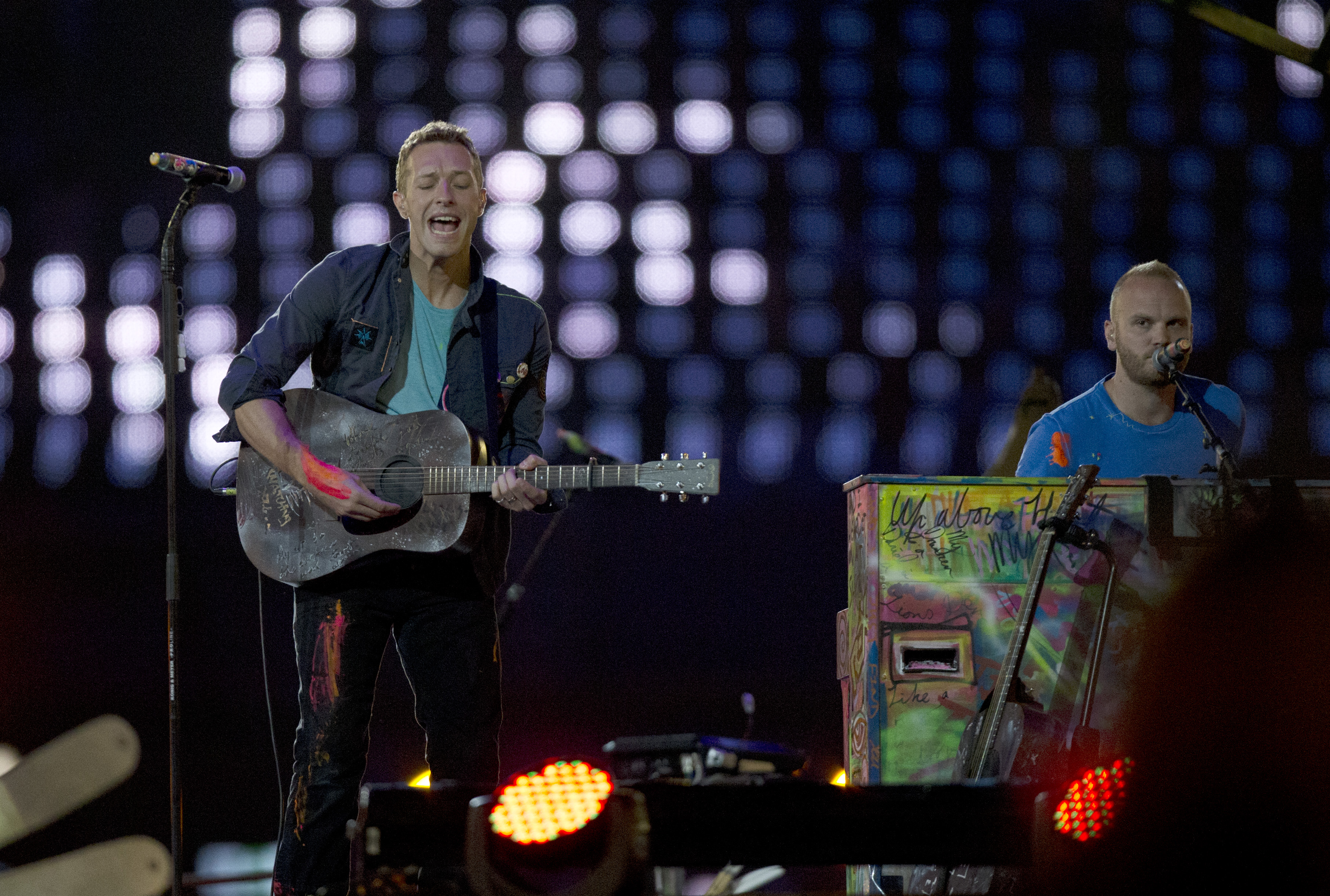 British rock band Coldplay entertain during the closing ceremony for the 2012 Paralympics games, Sunday, Sept. 9, 2012, in London. (AP Photo/Matt Dunham)