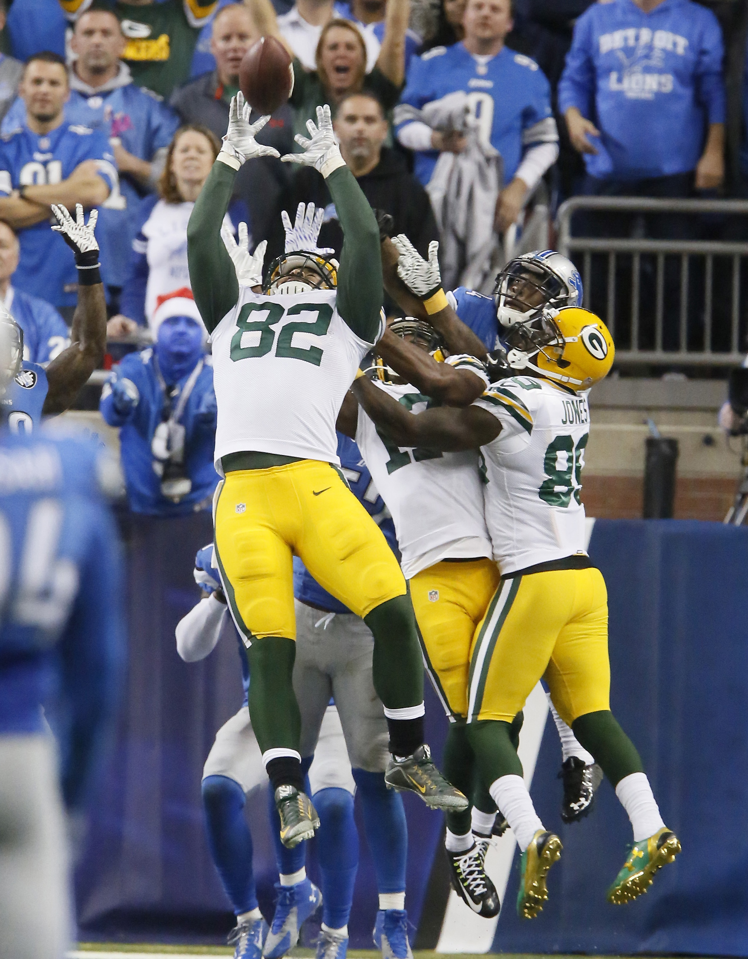 Green Bay Packers tight end Richard Rodgers (82) reaches to catch the game winning pass on the last play of an NFL football game against the Detroit Lions, Thursday, Dec. 3, 2015, in Detroit. The Packers defeated the Lions 27-23. (AP Photo/Duane Burleson)