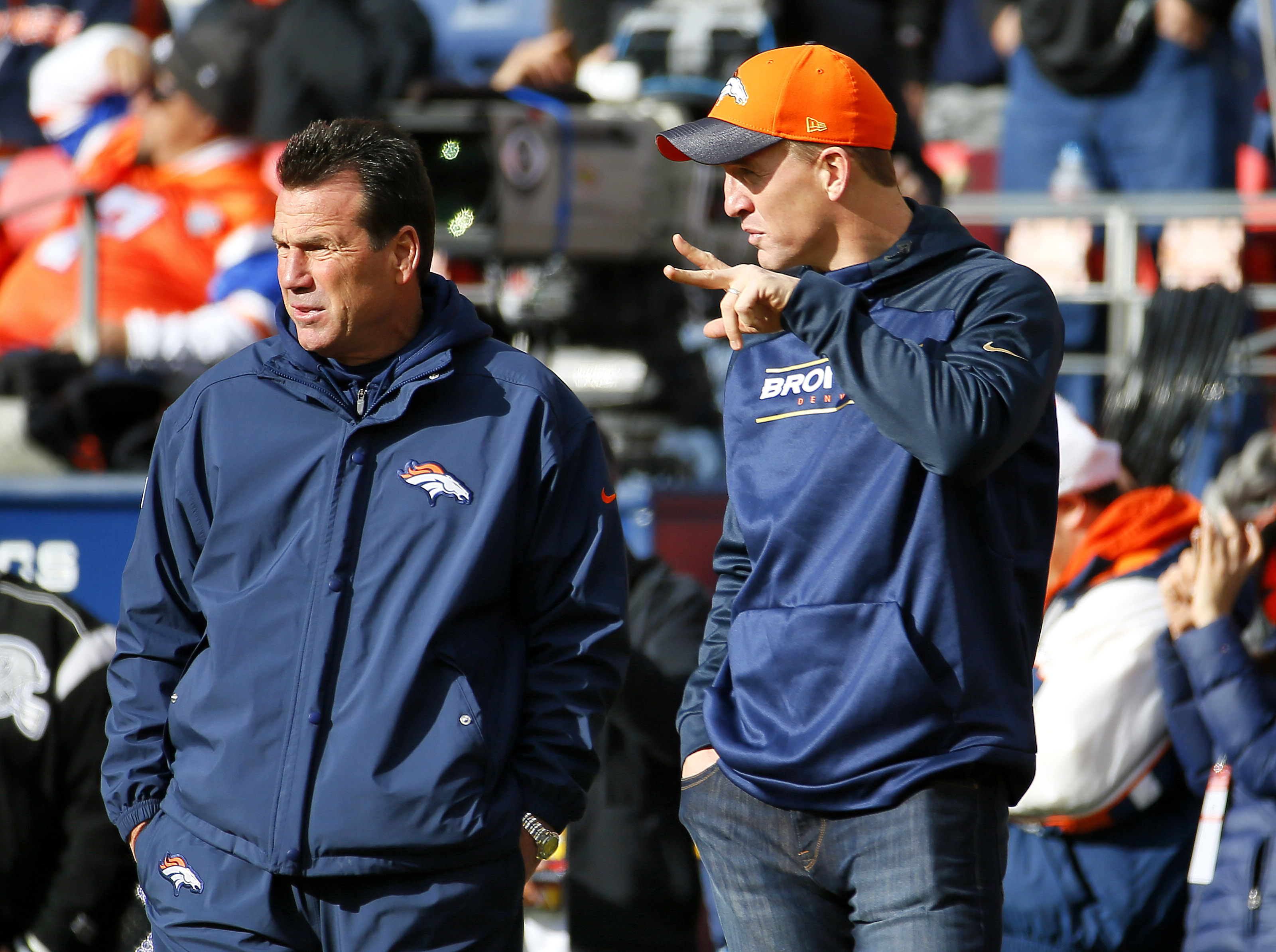 Denver Broncos quarterback Peyton Manning, right, watches warm ups with Denver Broncos head coach Gary Kubiak prior to an NFL football game against the Oakland Raiders, Sunday, Dec. 13, 2015, in Denver. (AP Photo/Jack Dempsey)
