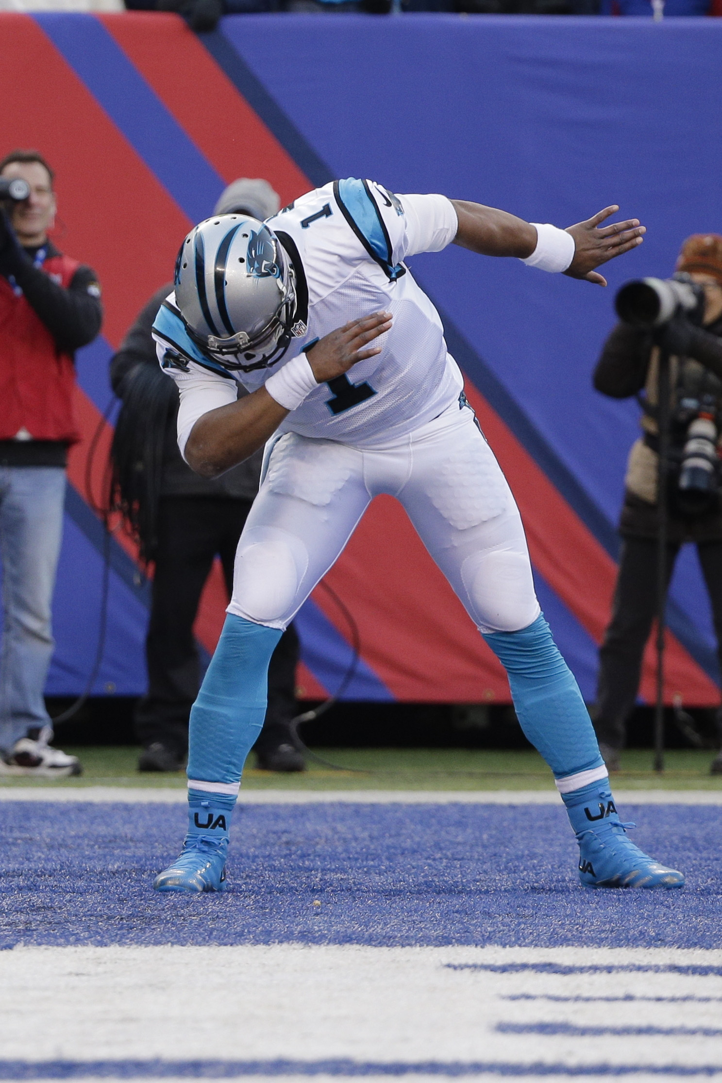 Carolina Panthers quarterback Cam Newton (1) celebrates after throwing a touchdown to Ted Ginn during the second half of an NFL football game against the New York Giants, Sunday, Dec. 20, 2015, in East Rutherford, N.J. (AP Photo/Julie Jacobson)