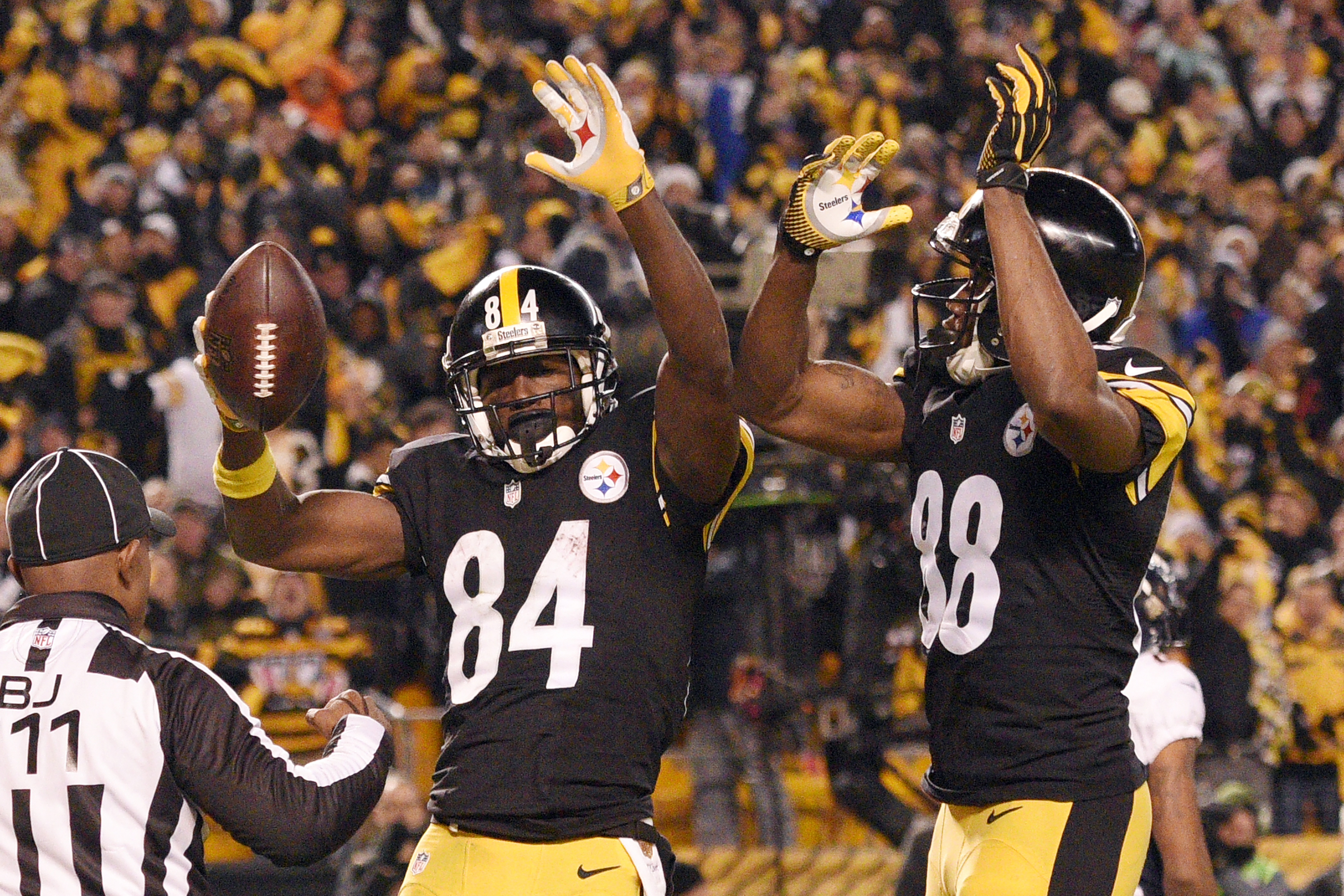 Pittsburgh Steelers wide receiver Antonio Brown (84) celebrates his touchdown with Darrius Heyward-Bey (88) during the second half of an NFL football game in Pittsburgh, Sunday, Dec. 20, 2015. (AP Photo/Don Wright)