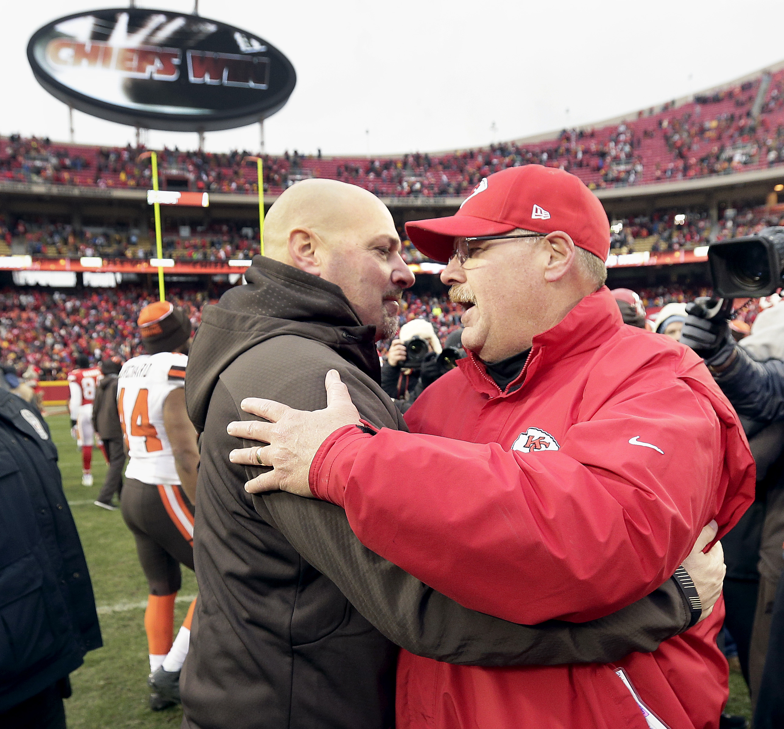 Kansas City Chiefs head coach Andy Reid, right, and Cleveland Browns head coach Mike Pettine meet on the field after their NFL football game Sunday, Dec. 27, 2015, in Kansas City, Mo. Chiefs won 17-13. (AP Photo/Charlie Riedel)