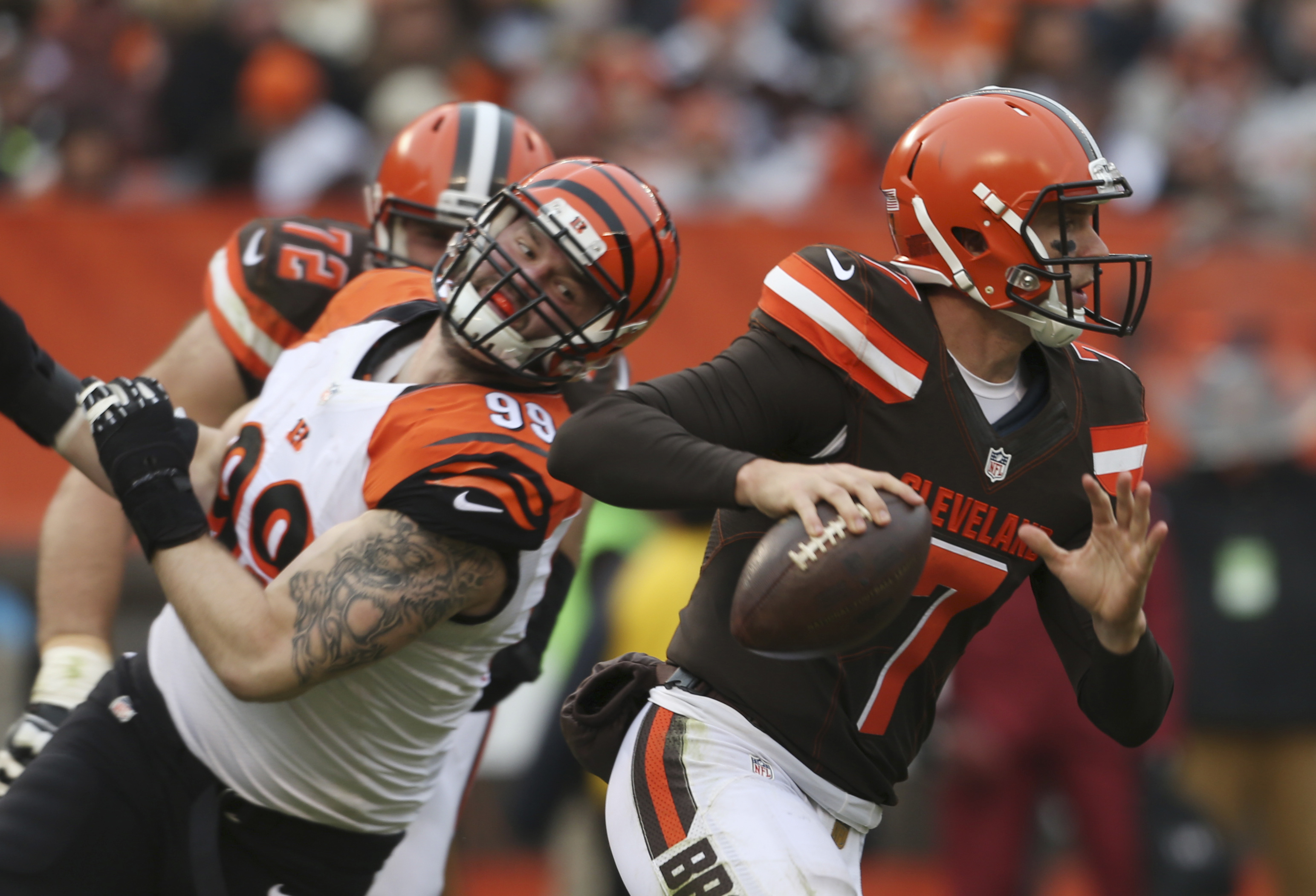 FILE - In this Dec. 8, 2015, file photo, Cleveland Browns quarterback Austin Davis (7) looks for a receiver as Cincinnati Bengals defensive end Margus Hunt (99) closes in during an NFL football game in Cleveland. The Browns face the Pittsburgh Steelers on