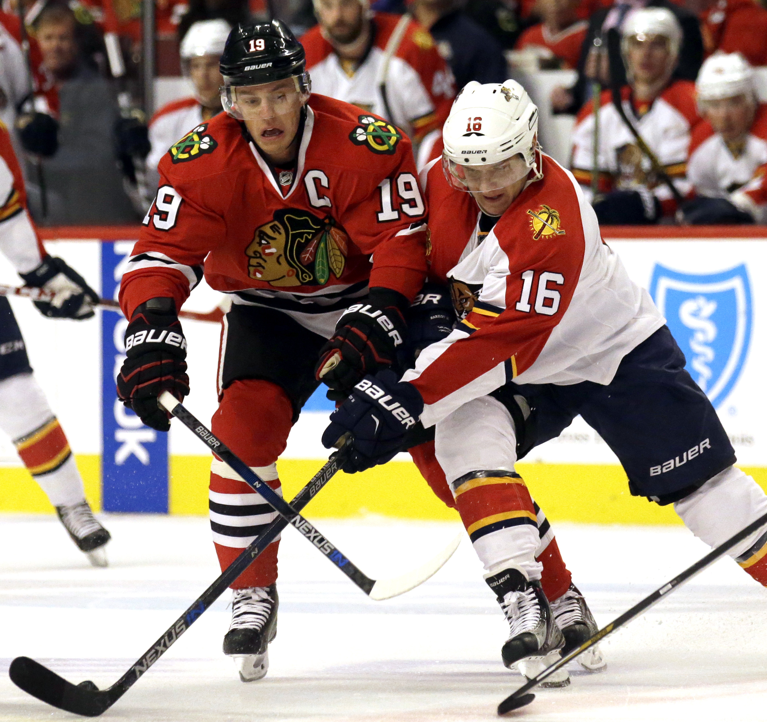 Florida Panthers center Aleksander Barkov, right, battles for the puck against Chicago Blackhawks center Jonathan Toews during the first period of an NHL hockey game Thursday, Oct. 22, 2015, in Chicago. (AP Photo/Nam Y. Huh)
