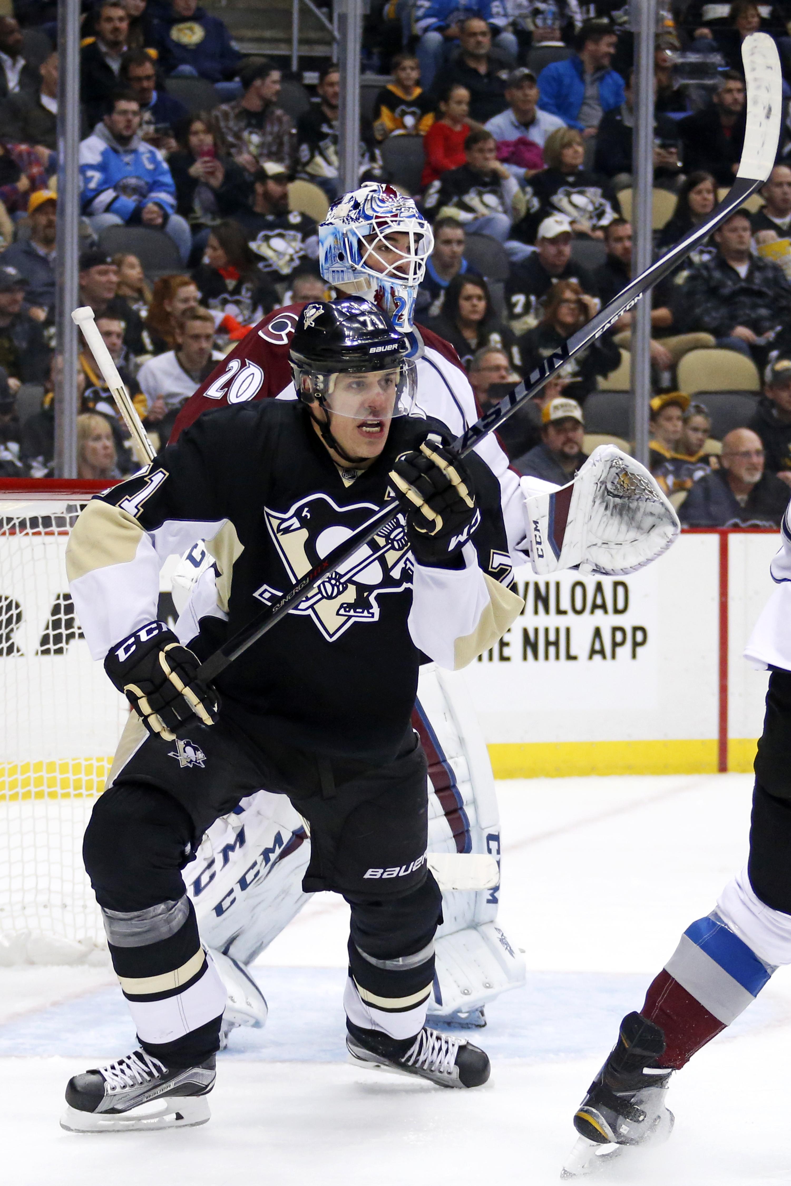 Pittsburgh Penguins' Evgeni Malkin (71) screens Colorado Avalanche goalie Reto Berra (20) during the second period of an NHL hockey game in Pittsburgh Thursday, Nov. 19, 2015. (AP Photo/Gene J. Puskar)