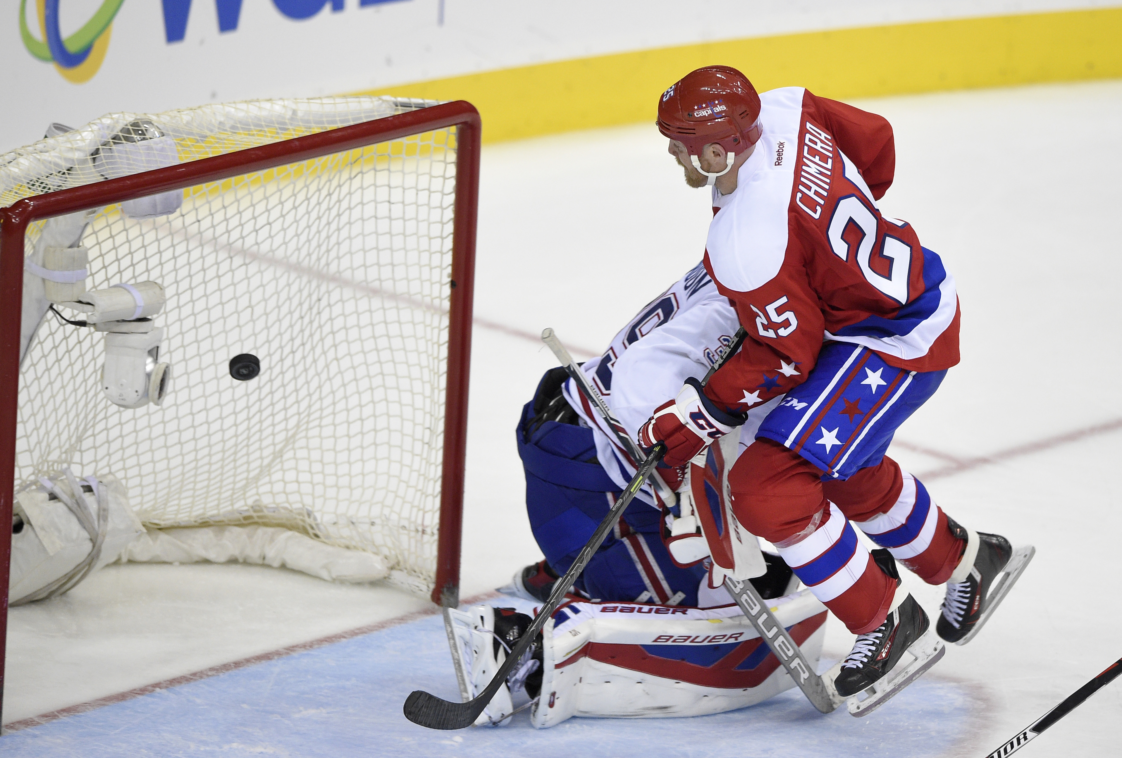 Washington Capitals left wing Jason Chimera (25) scores a goal against Montreal Canadiens goalie Mike Condon (39) during the third period of an NHL hockey game, Saturday, Dec. 26, 2015, in Washington. The Capitals won 3-1. (AP Photo/Nick Wass)