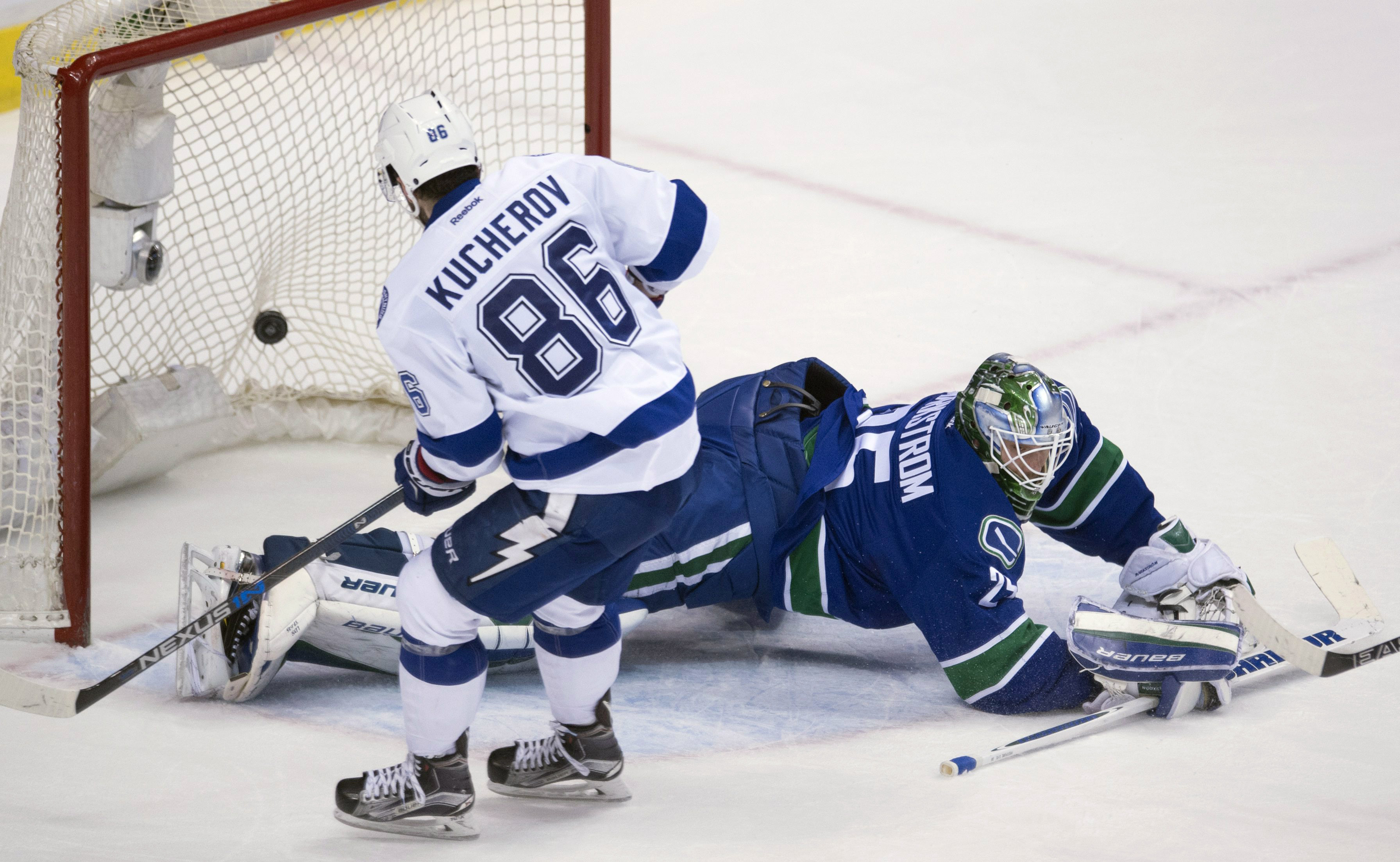 Tampa Bay Lightning right wing Nikita Kucherov (86) puts the game-winning goal past Vancouver Canucks goalie Jacob Markstrom (25) during overtime in an NHL hockey game Saturday, Jan. 9, 2016, in Vancouver, British Columbia. (Jonathan Hayward/The Canadian