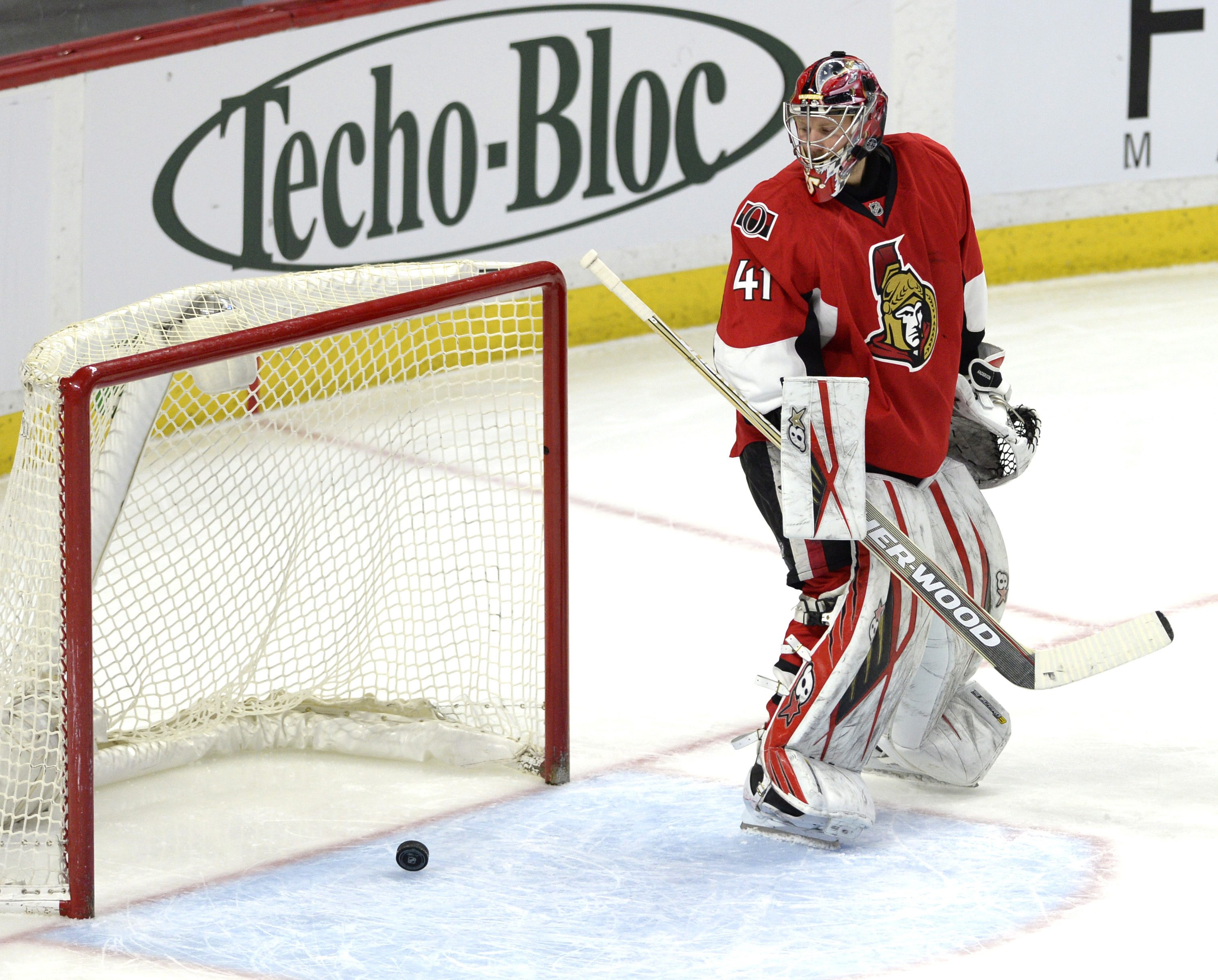 Ottawa Senators goaltender Craig Anderson (41) looks back at the puck after a goal by St. Louis Blues' Vladimir Tarasenko, not shown, during the second period of an NHL hockey game, Tuesday, March 1, 2016 in Ottawa, Ontario.  (Justin Tang/The Canadian Pre